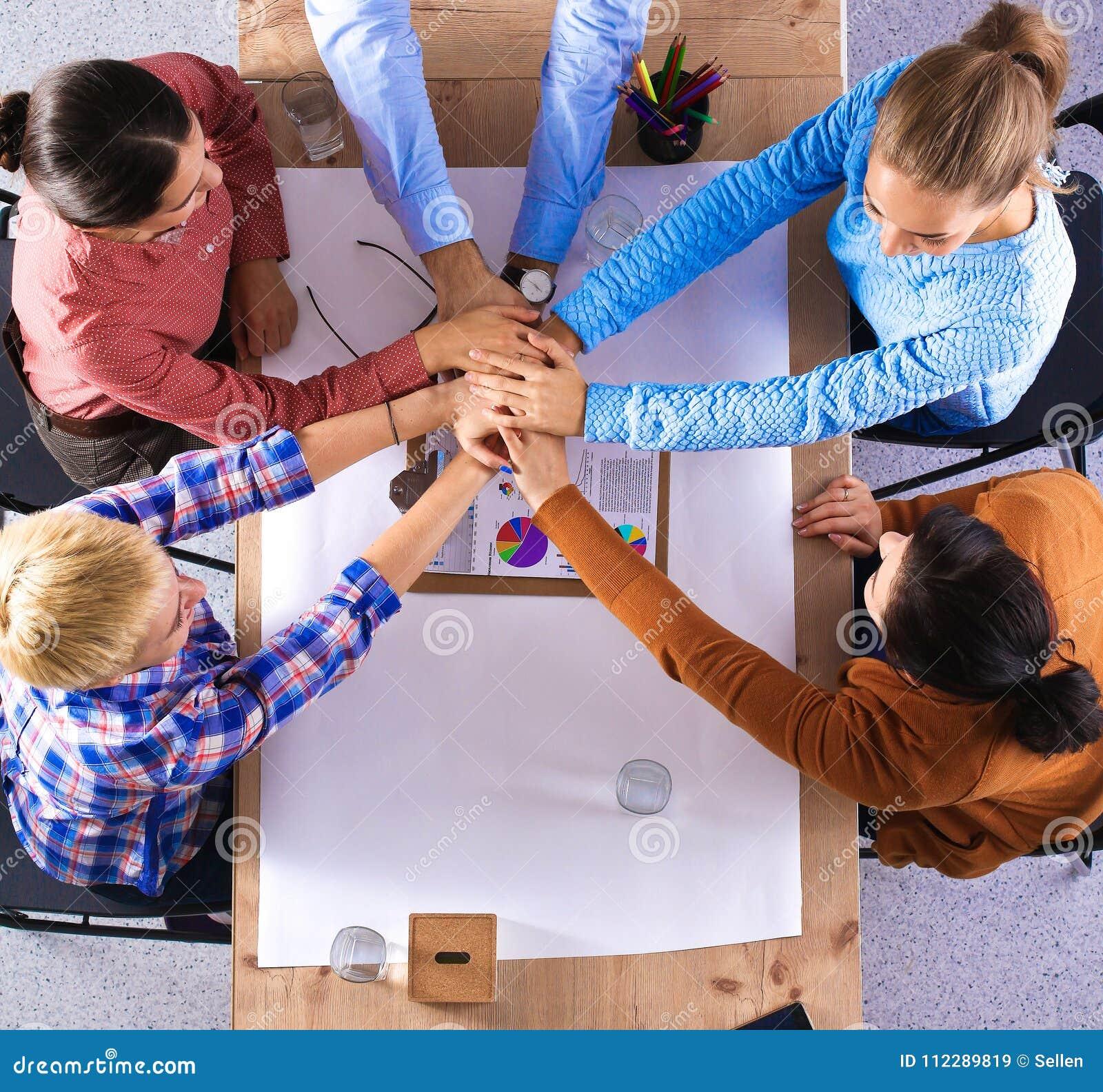 Équipe d affaires avec de mains des concepts de travail d équipe ensemble -