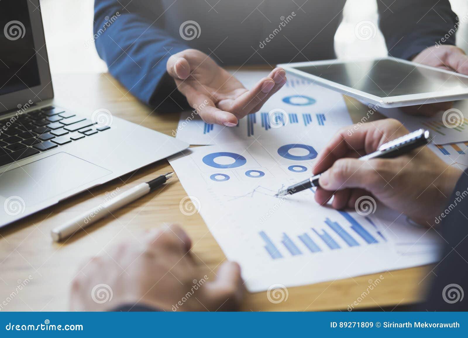 Equipe De Formation De Reunion D Analyse Commerciale Image Stock