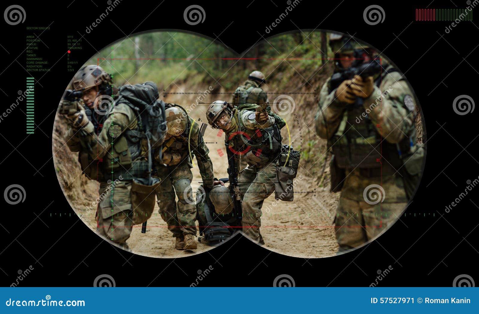Équipe de gardes forestières pendant la délivrance d otage d opération de nuit vue
