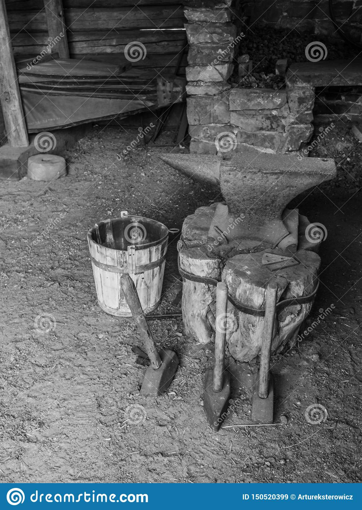 Équipement d une vieille forge dans la campagne
