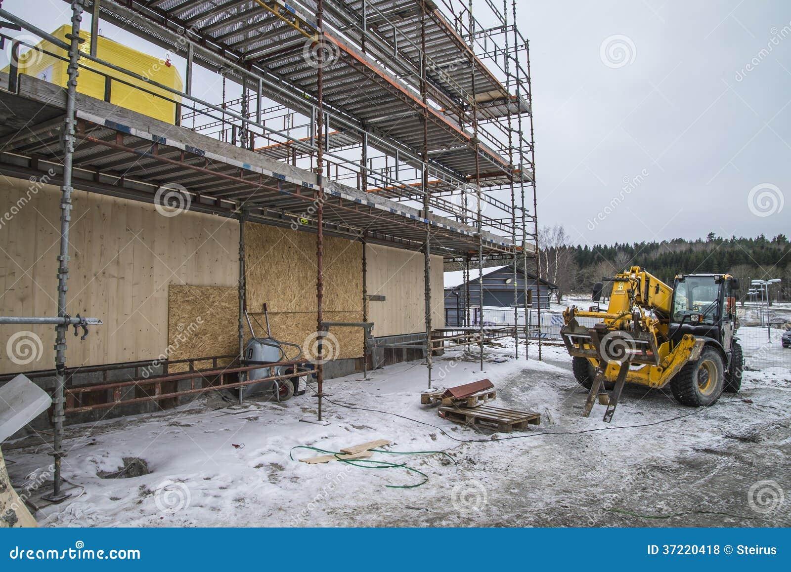 quipement de levage sur un chantier de construction grue mobile photo stock ditorial image. Black Bedroom Furniture Sets. Home Design Ideas