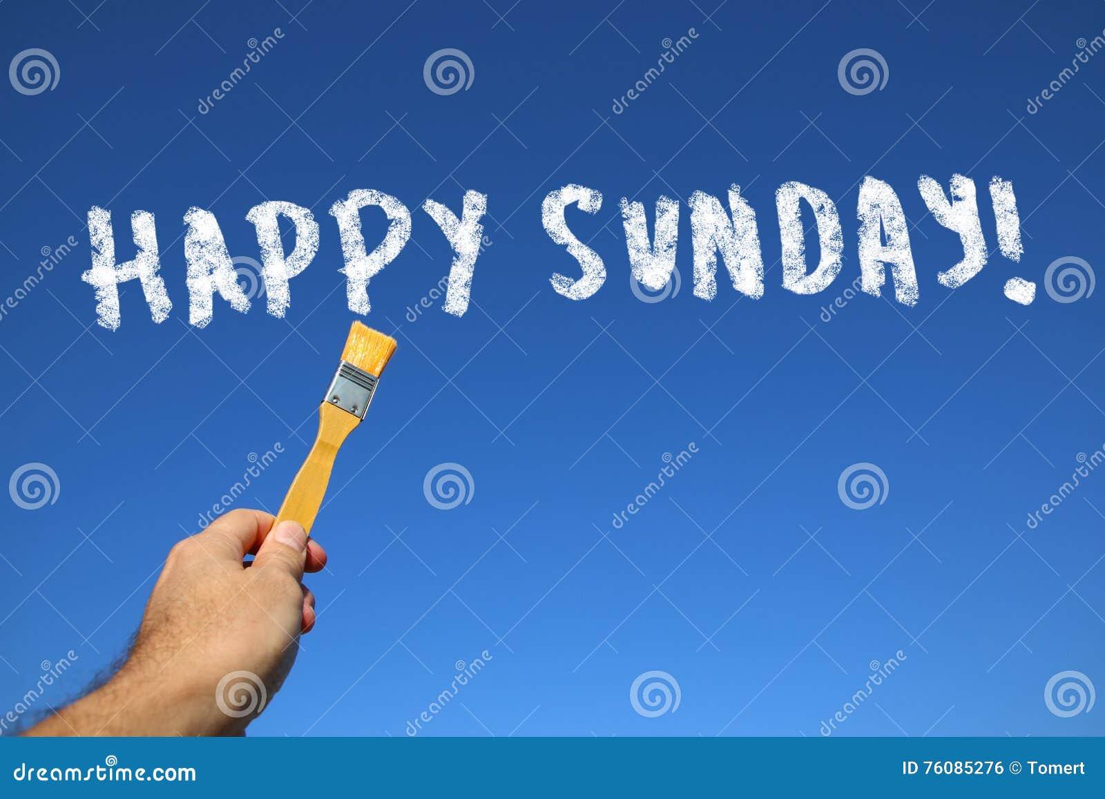 équipez la main tenant le pinceau avec le texte dimanche heureux