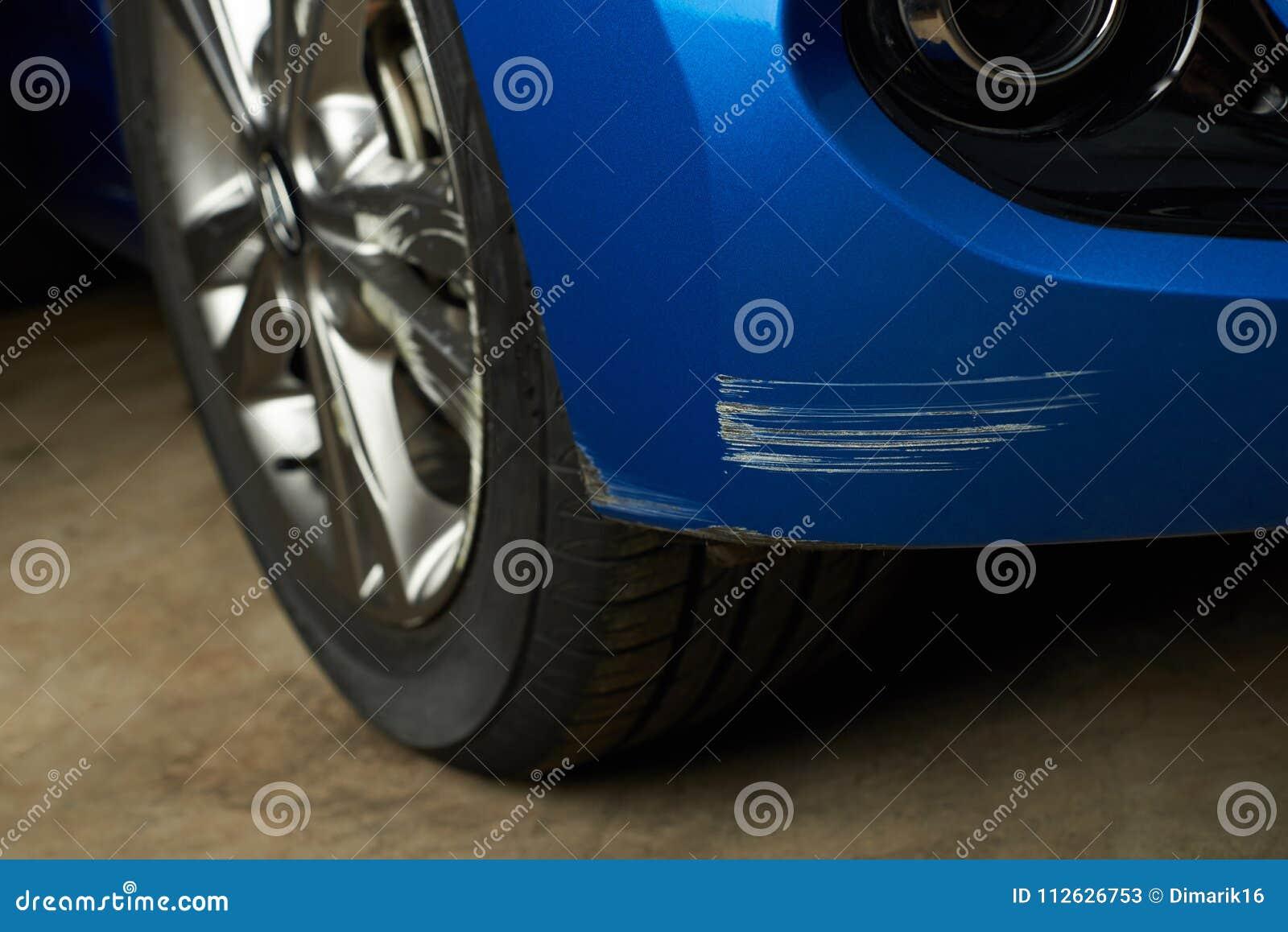 Éraflure de voiture de bosselure