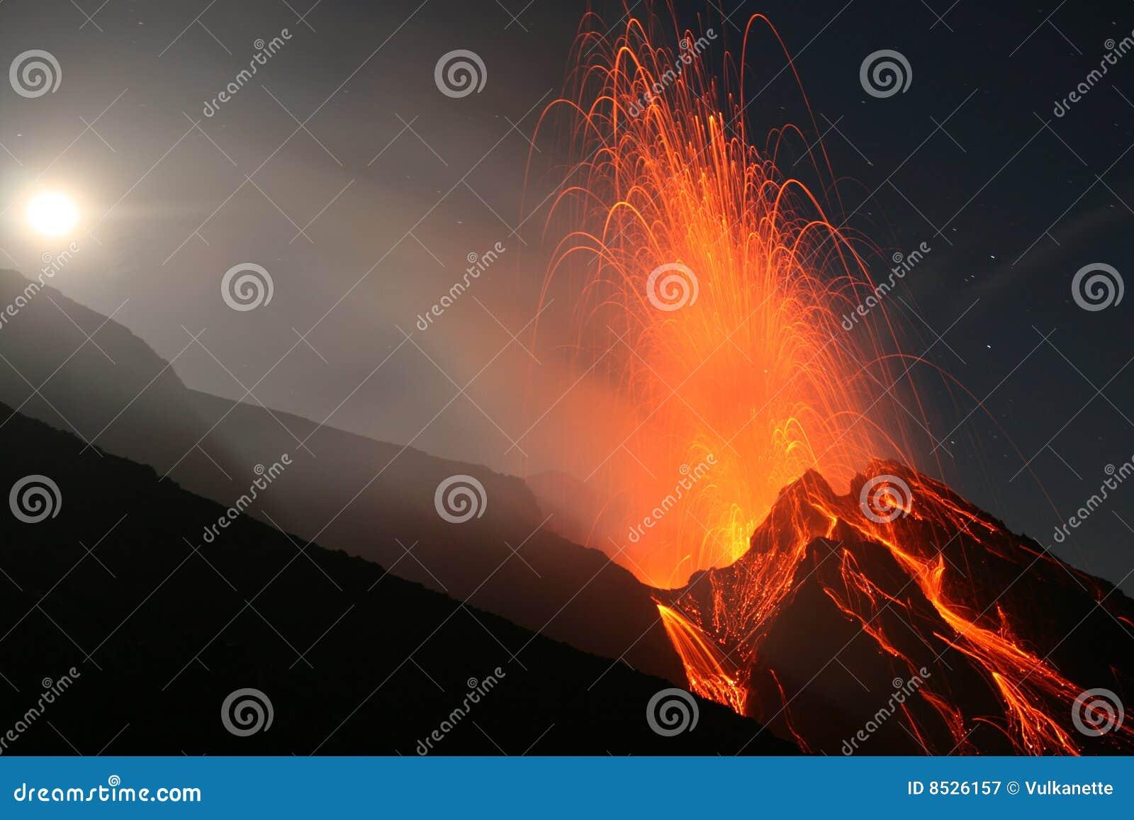 Éruption de pleine lune, Stromboli