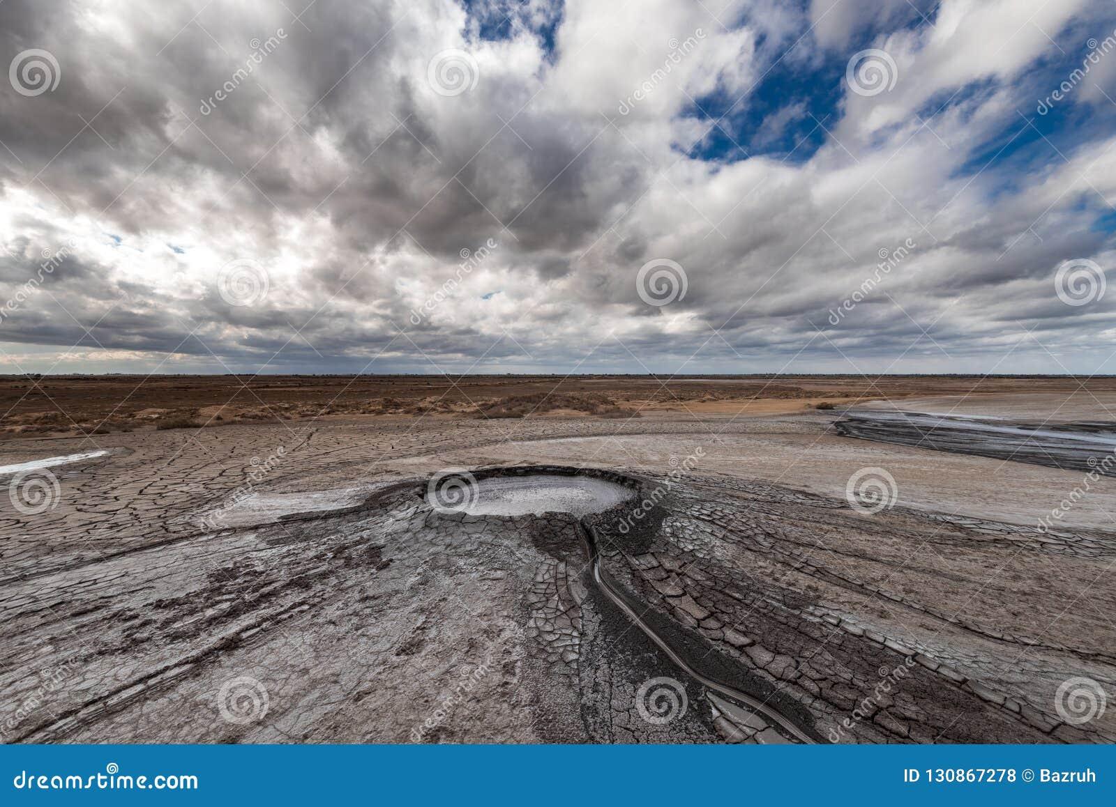 Éruption de volcan de boue, phénomène naturel