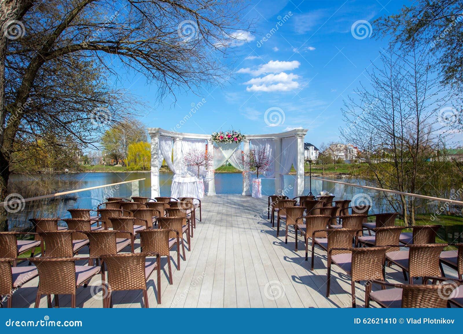 t de luxe de c r monie de mariage ext rieur photo stock image du d cor c r monie 62621410. Black Bedroom Furniture Sets. Home Design Ideas