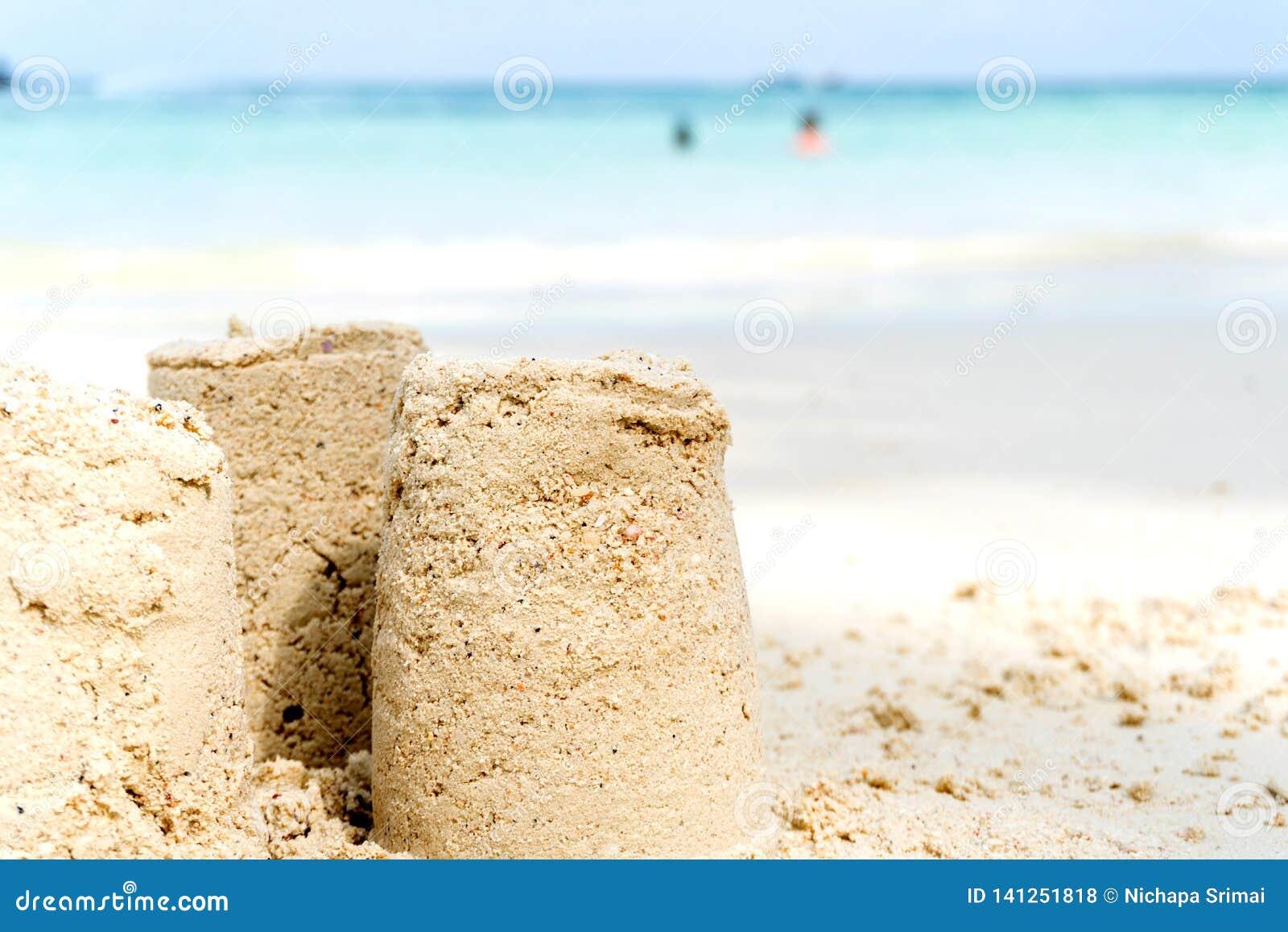 Été de pâté de sable sur la plage