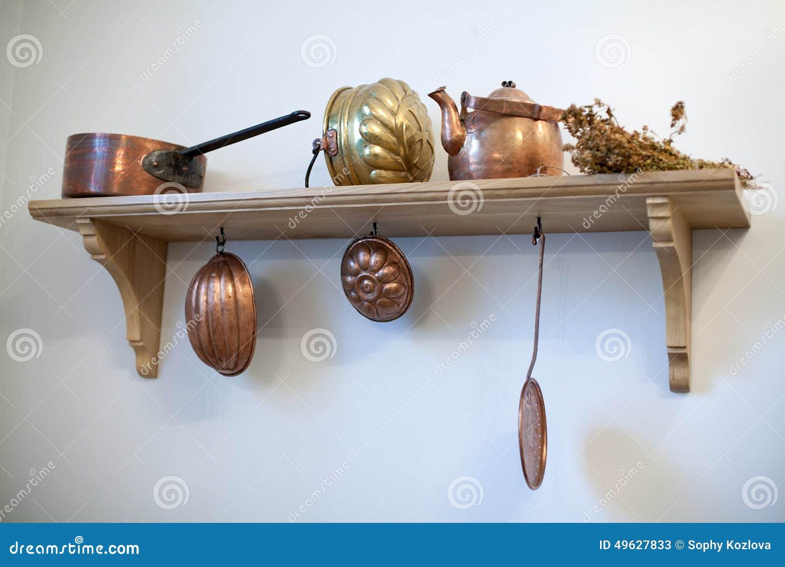 Tag re de cuisine avec de vieux ustensiles de cuivre - Vieux ustensiles de cuisine ...