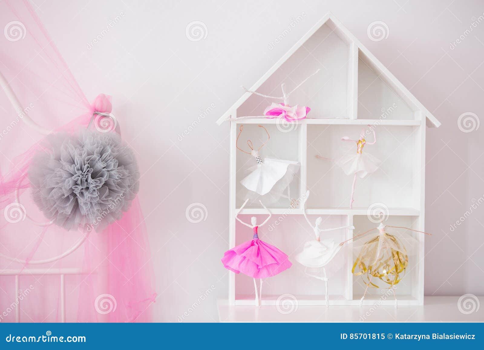 Etagere Pour Chambre Enfant Étagère de maison en bois pour l'enfant image stock - image