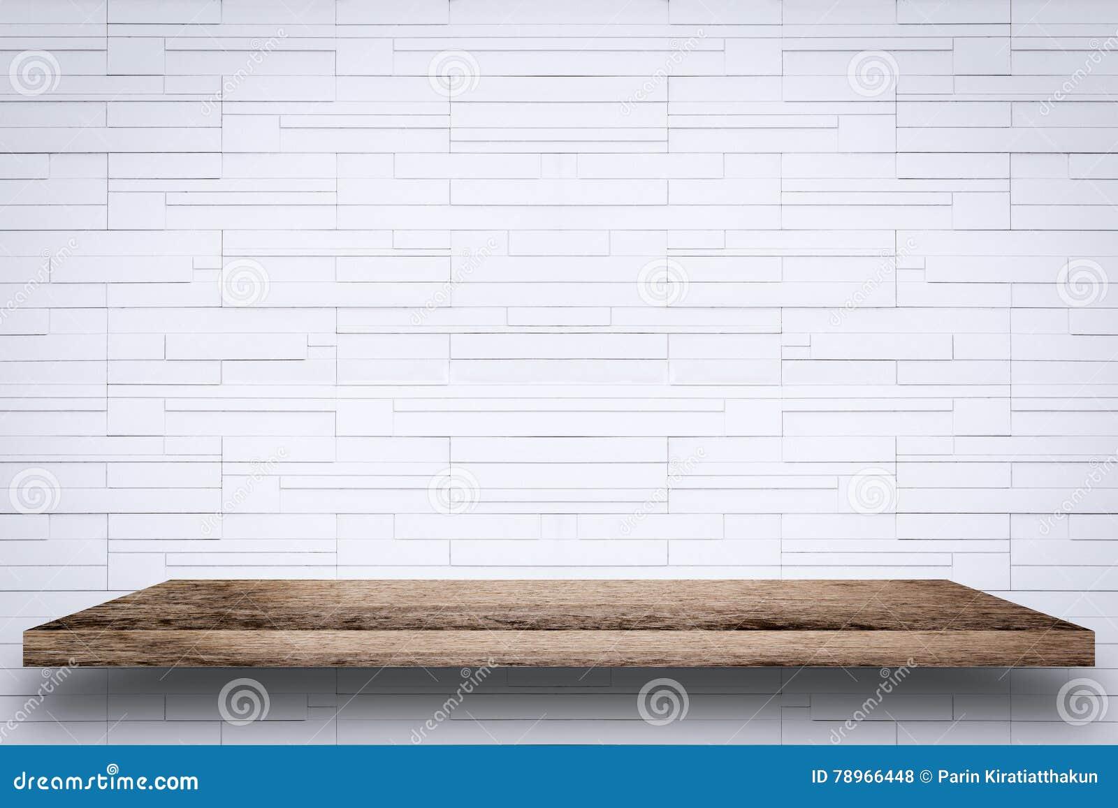 Etagere Sur Mur En Brique Étagère en bois vide avec le fond blanc de mur de briques
