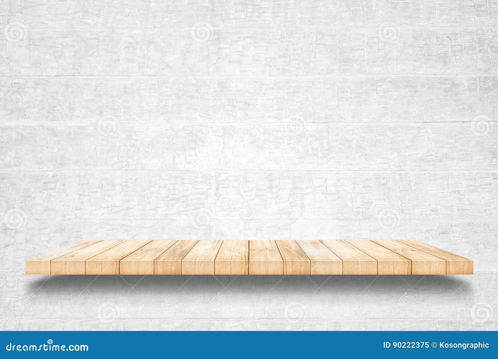 Étagères en bois supérieures vides et fond de mur en béton
