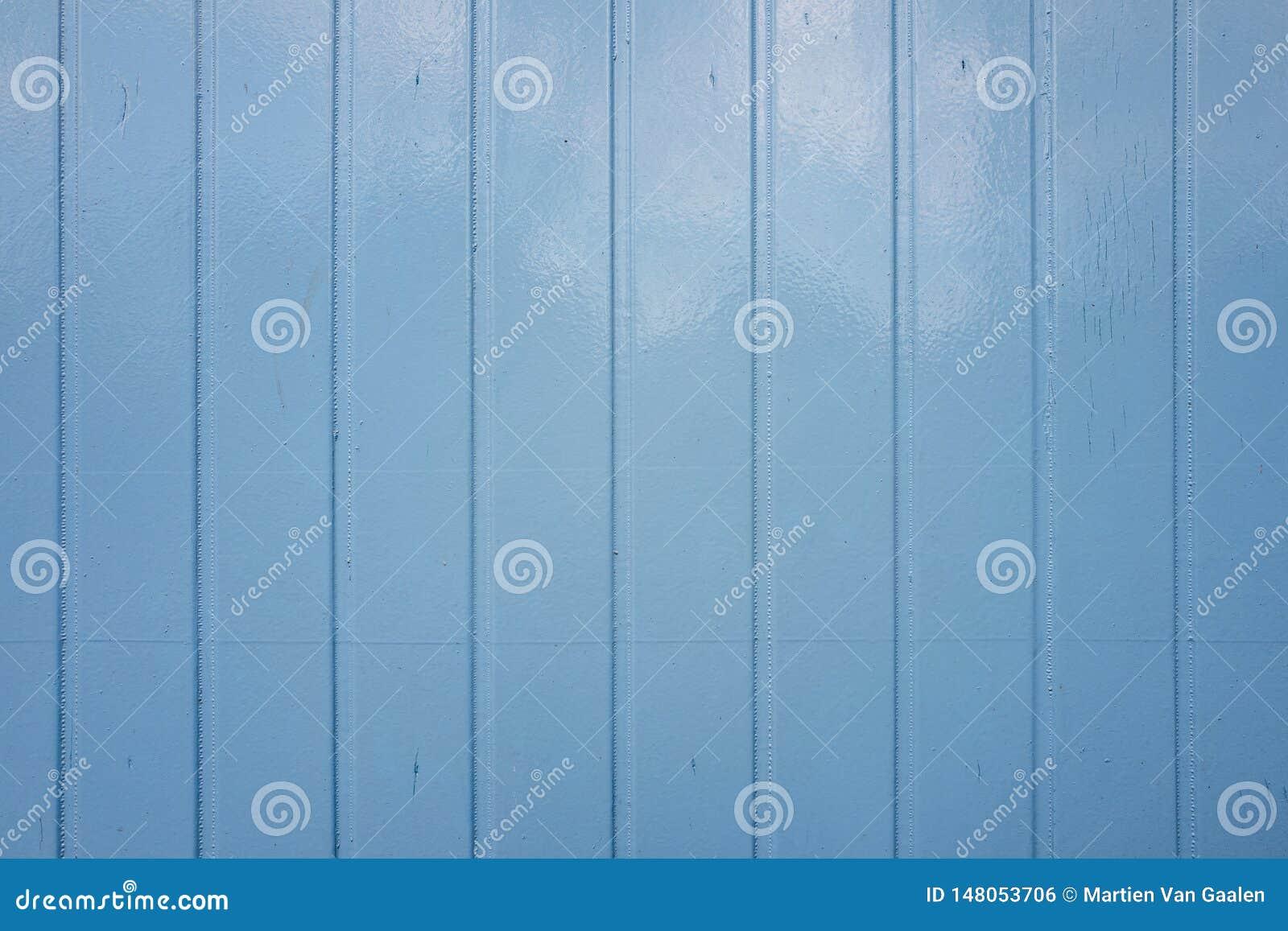 Étagères peintes bleues d une cabane de travail en plan rapproché