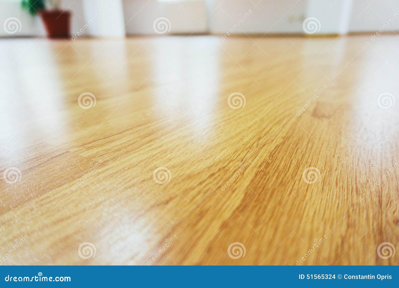 Étage en stratifié en bois