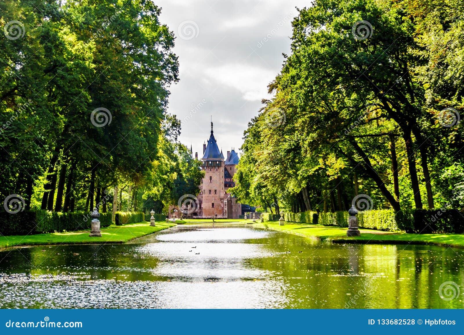 Étangs et lacs en parcs entourant Castle De Haar