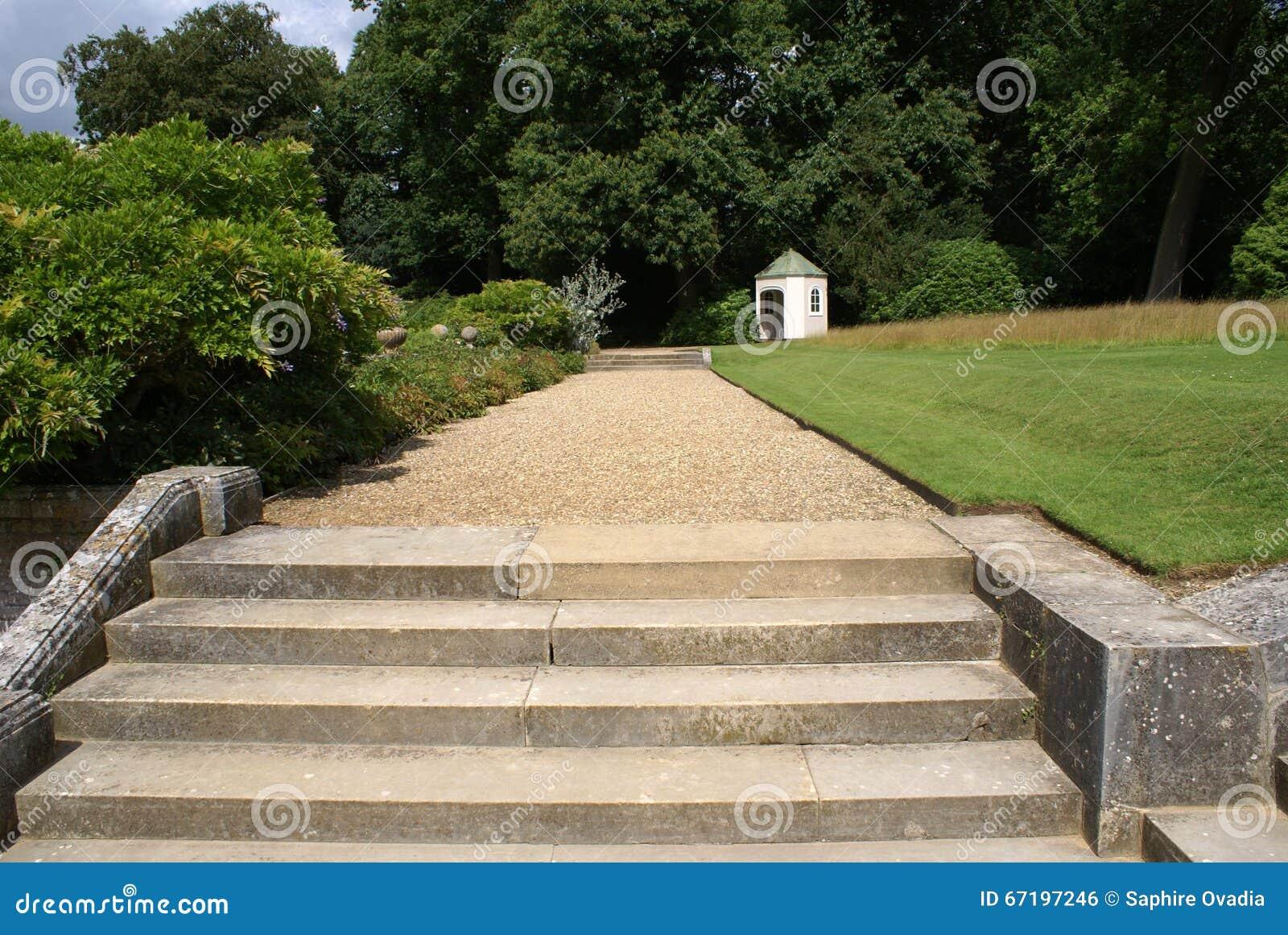Étapes de jardin photo stock. Image du path, gravier - 67197246