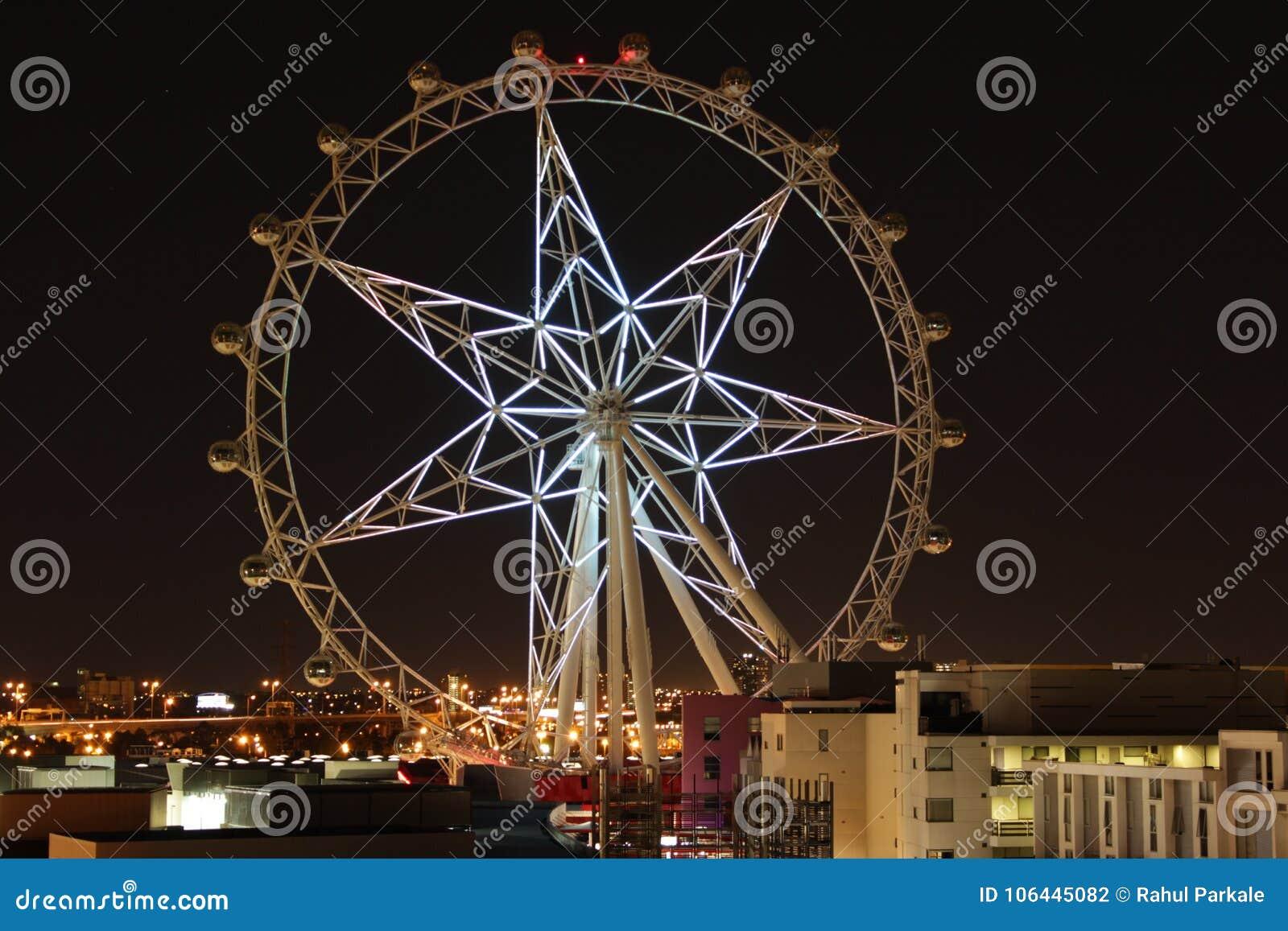 Étoile blanche lumineuse de Melbourne dans l obscurité de lancement