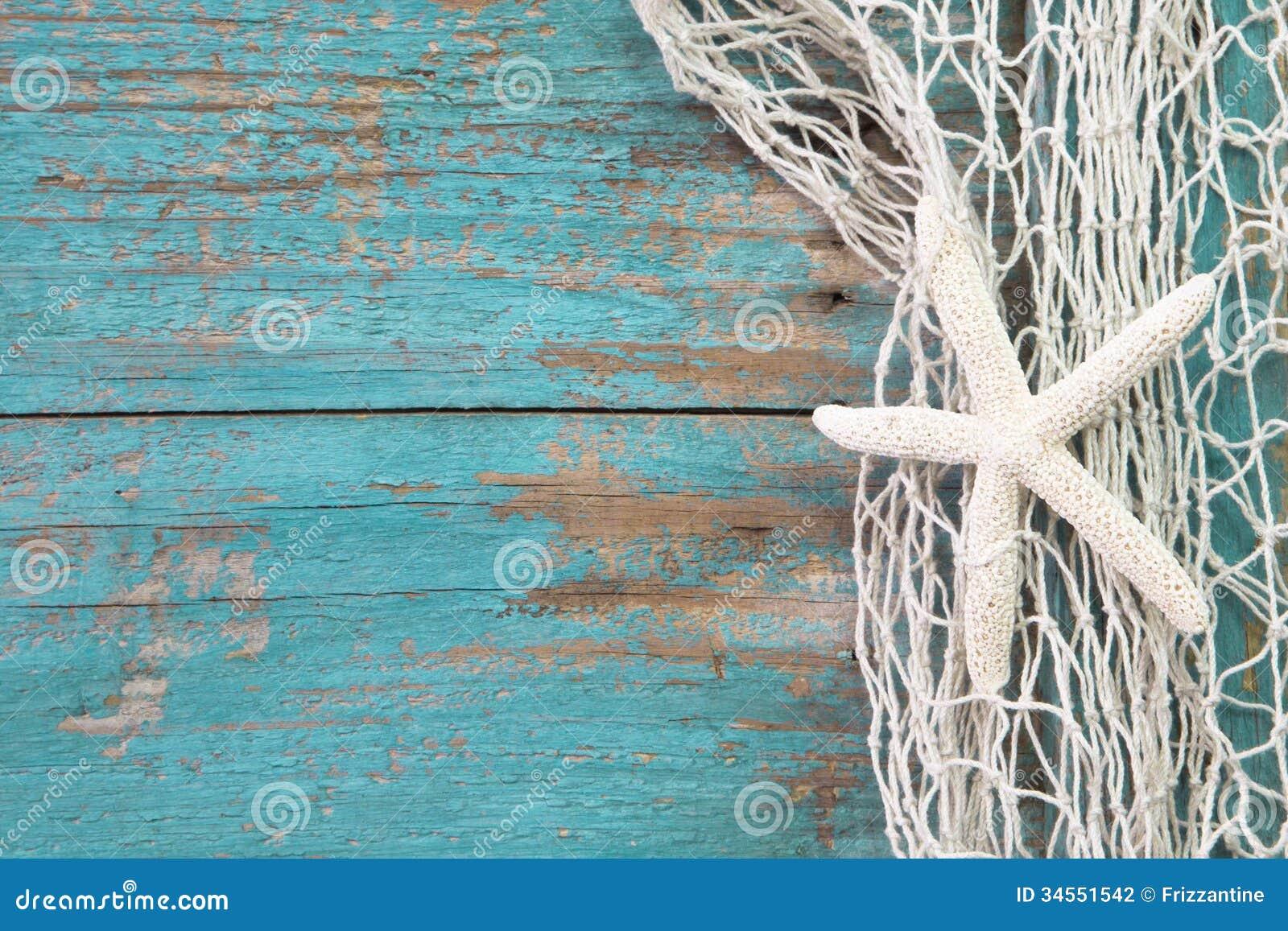 toiles de mer en filet de p che avec un sha en bois de fond de turquoise photo stock image du. Black Bedroom Furniture Sets. Home Design Ideas