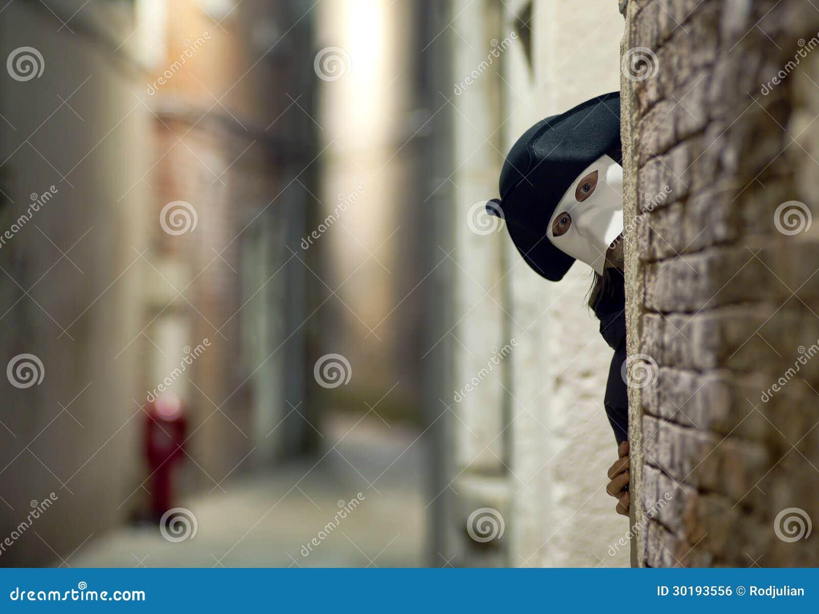 Étranger dans le masque vénitien