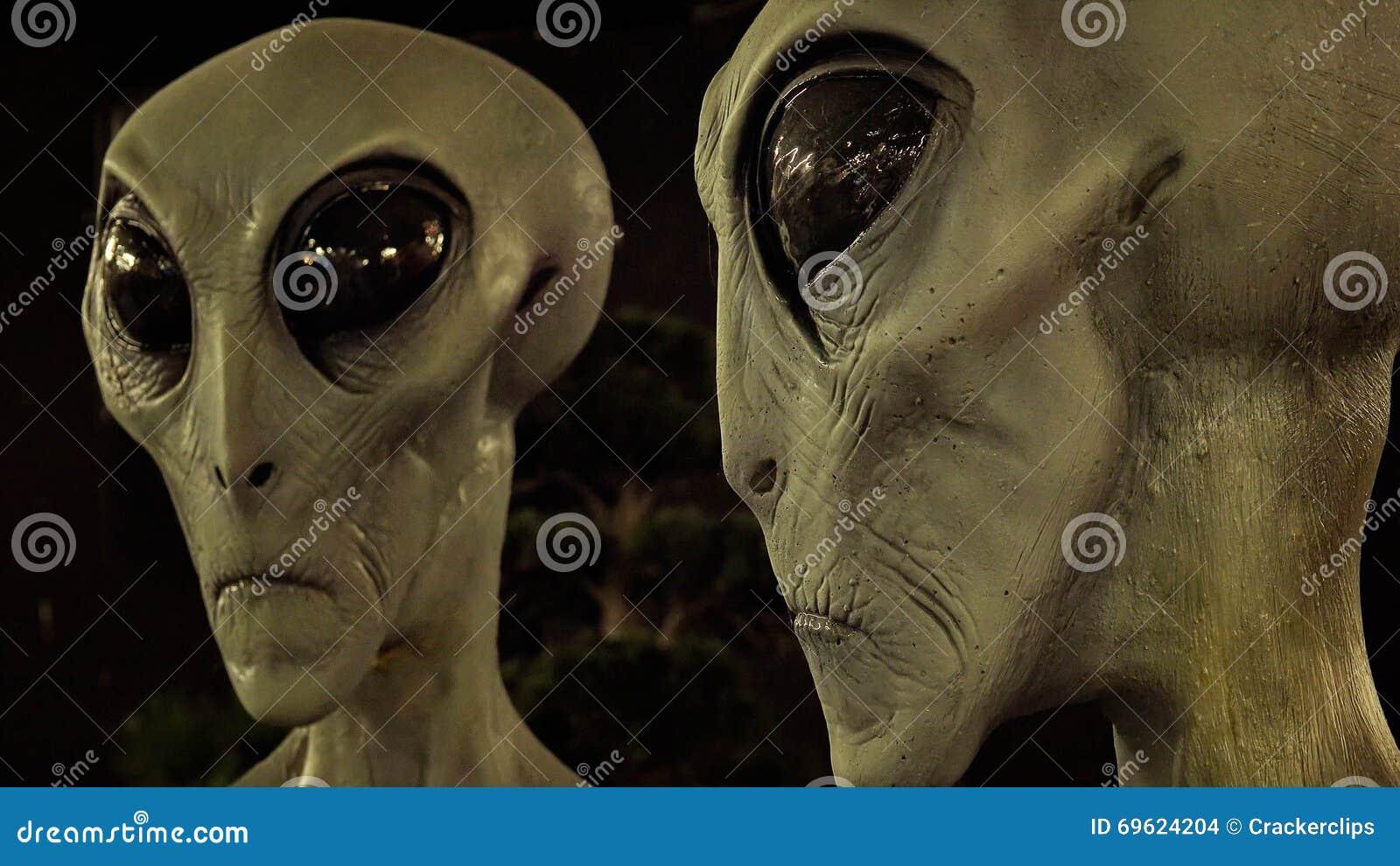 Étrangers au musée international et au centre de recherche d UFO dans R