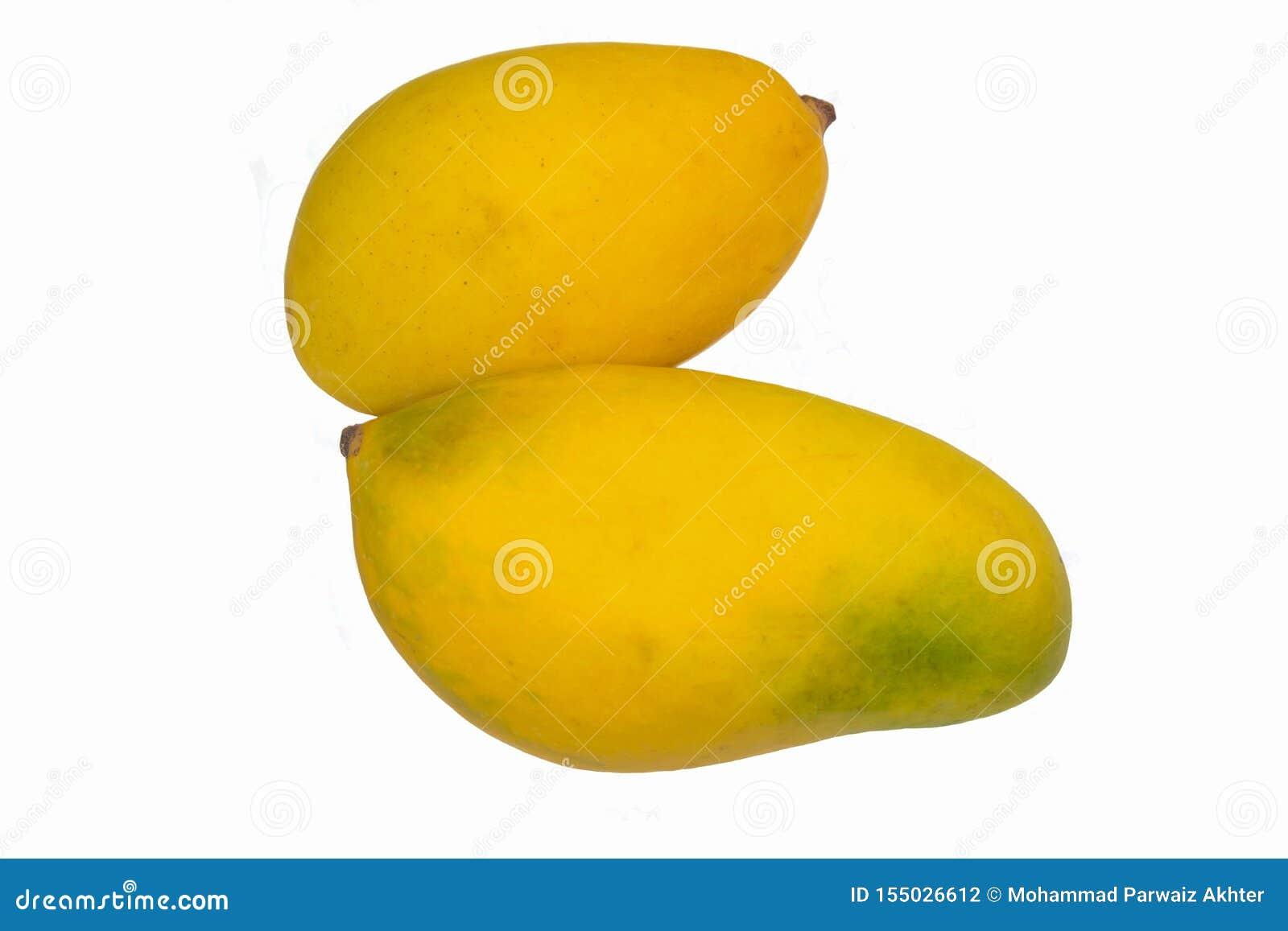 étroit de deux mangues fraîches mûres