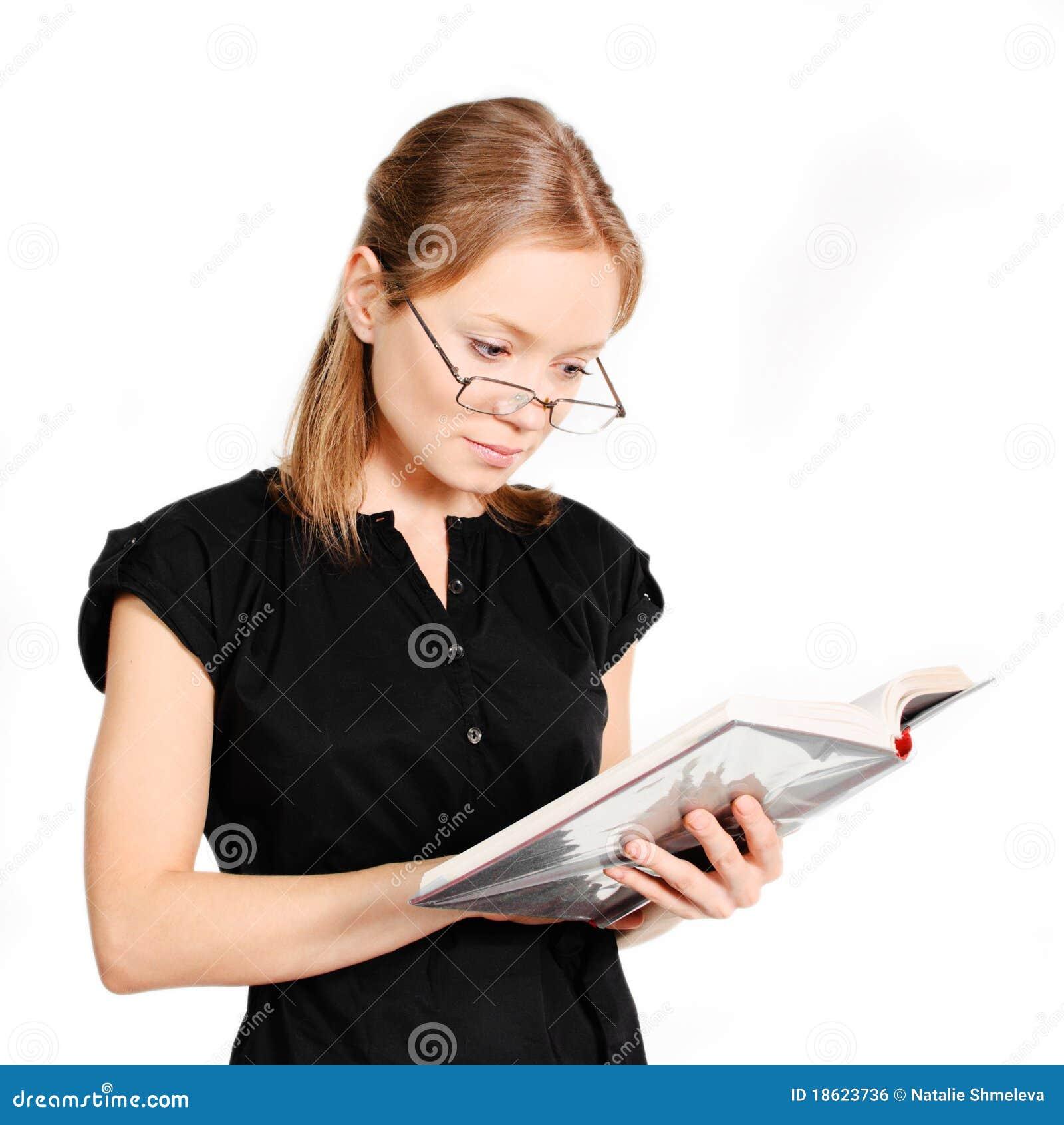 Étudiant avec le livre