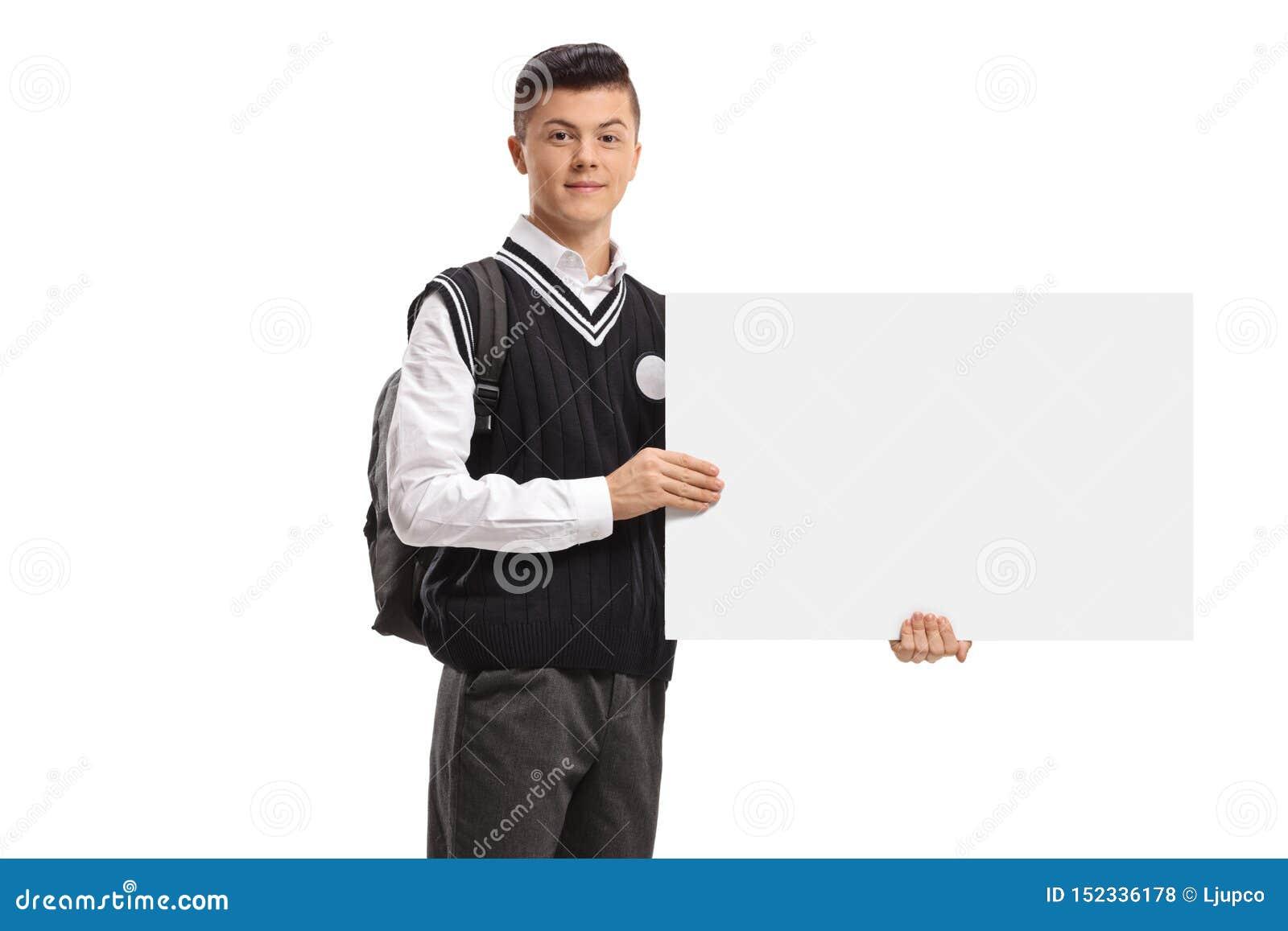 Étudiant de l adolescence masculin tenant une enseigne vide