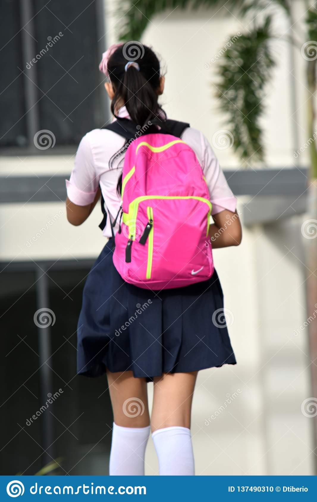 Étudiante Teen With Backpack
