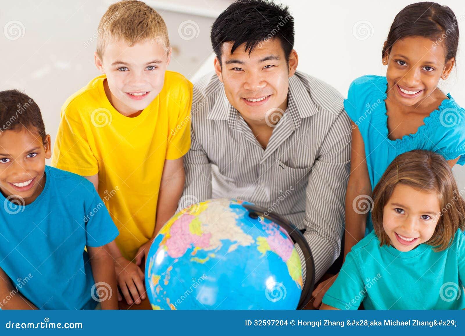 Étudiants de professeur de géographie