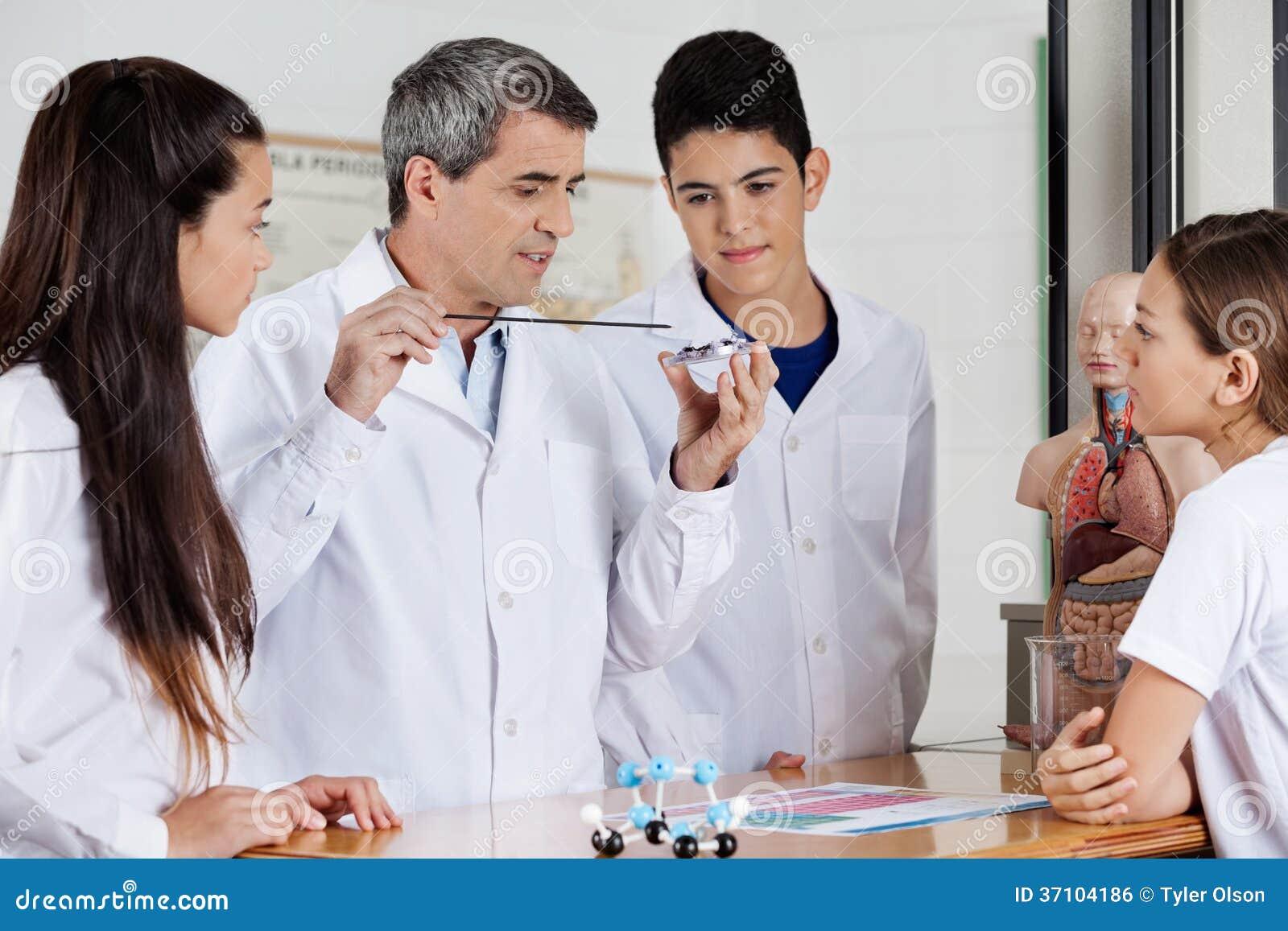 Étudiants de professeur Teaching Experiment To dedans