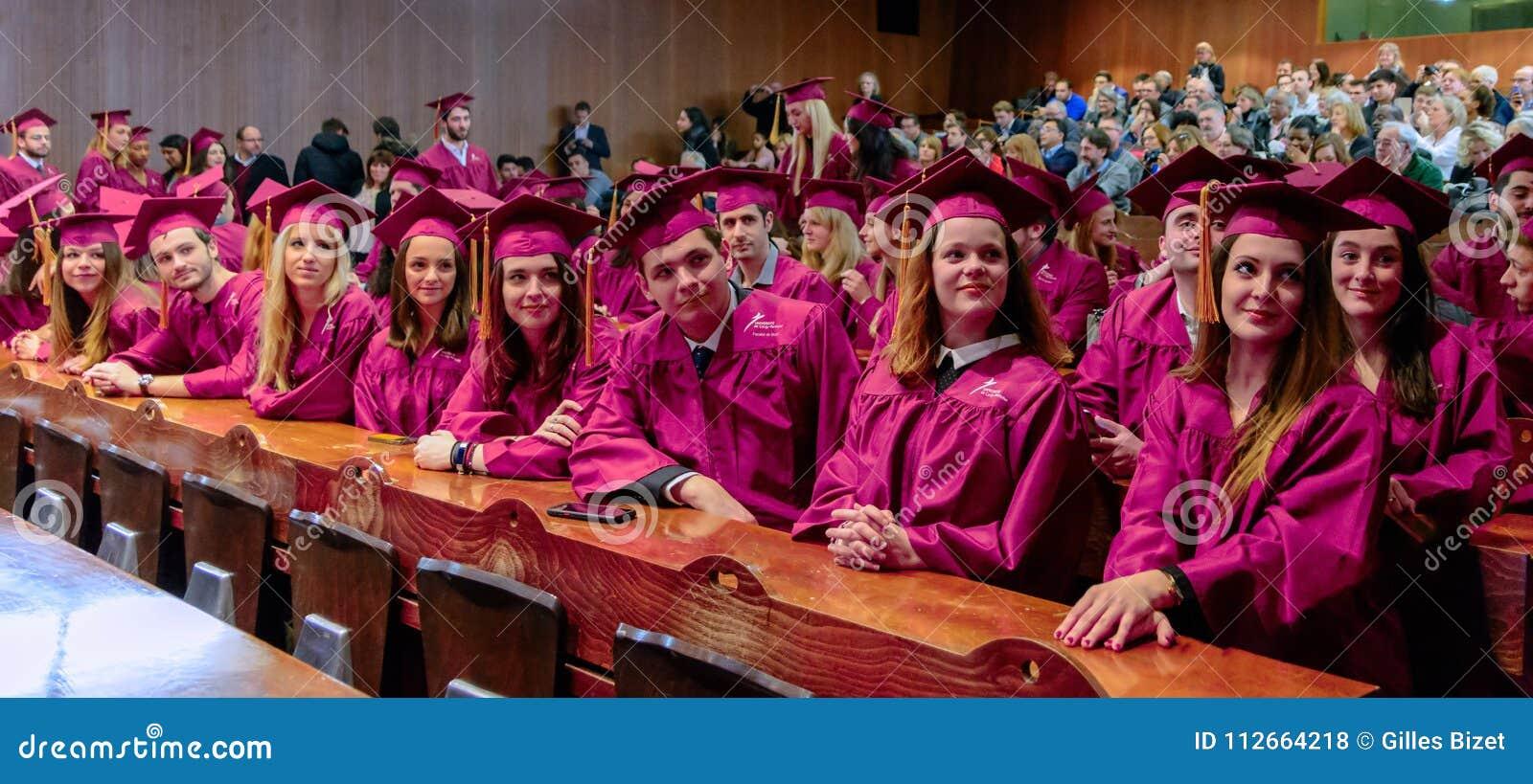 Étudiants en droit à la cérémonie de récompenses de fin d année