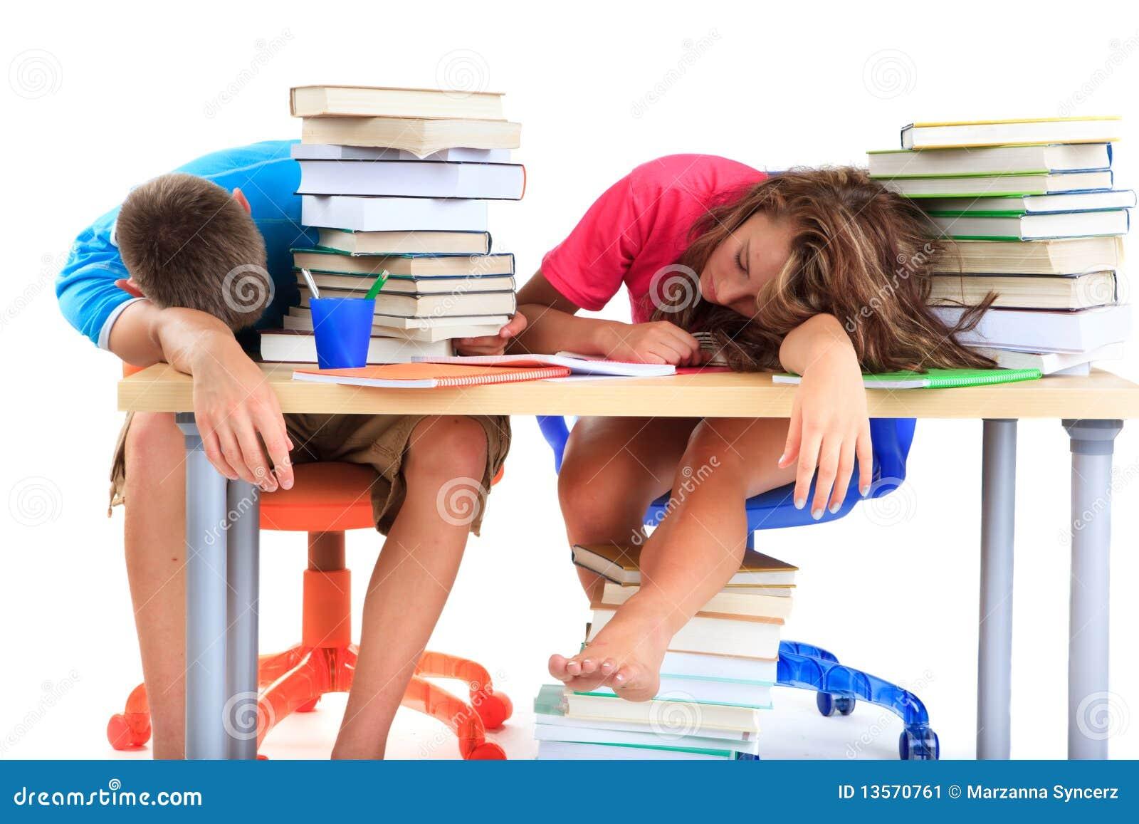 Étudiants fatigués de l étude