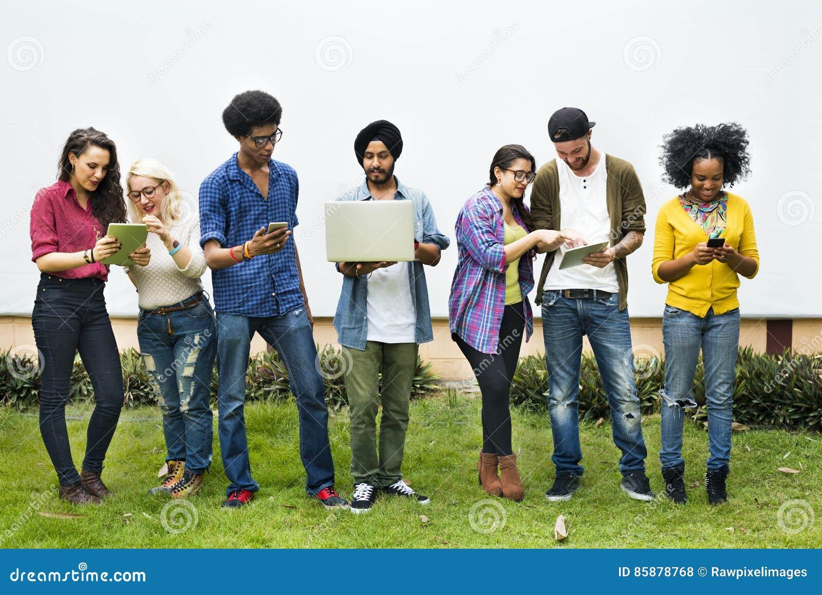 Étudiants universitaires employant le concept de dispositifs de Digital