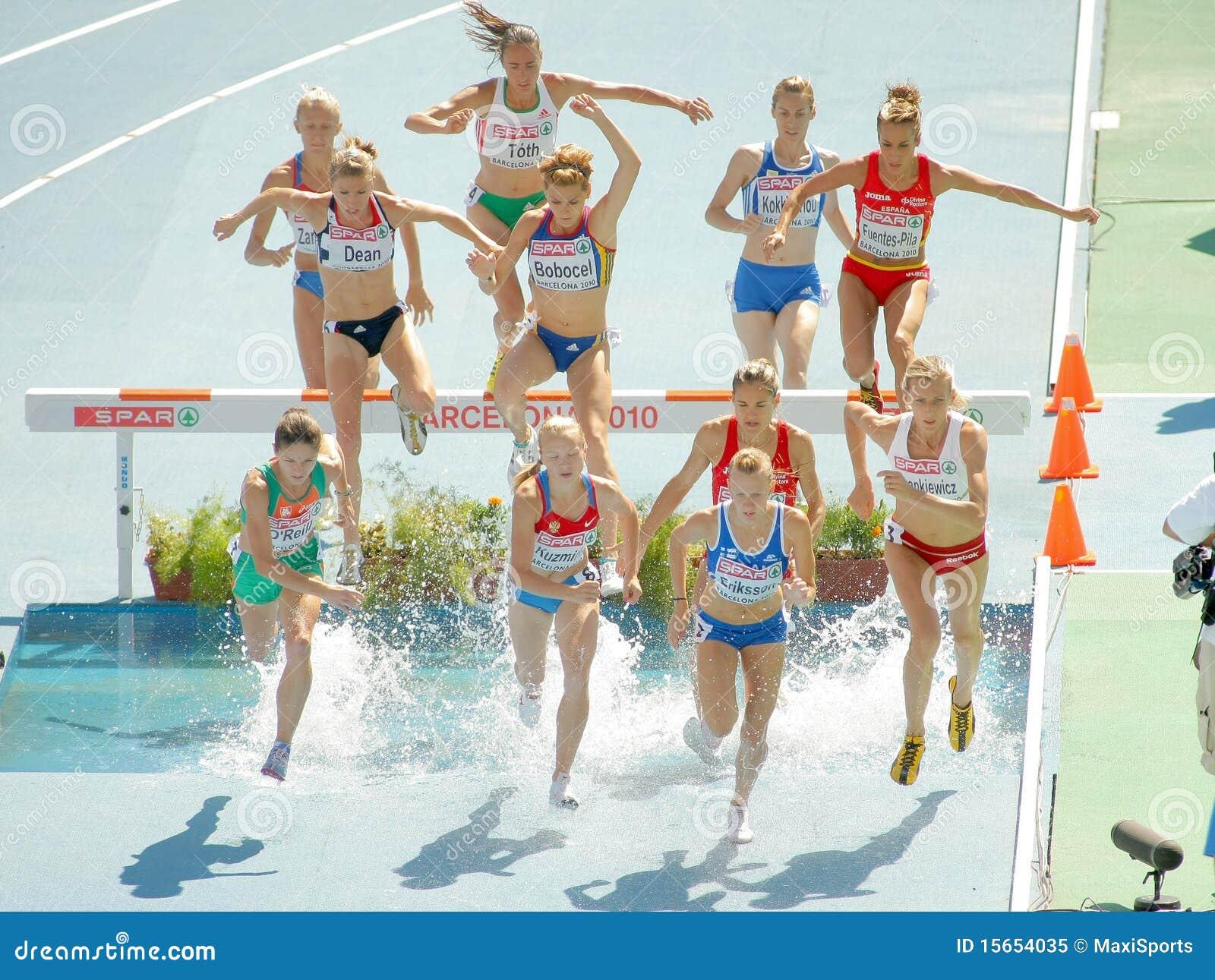 événement de femmes de course d obstacles de 3000m