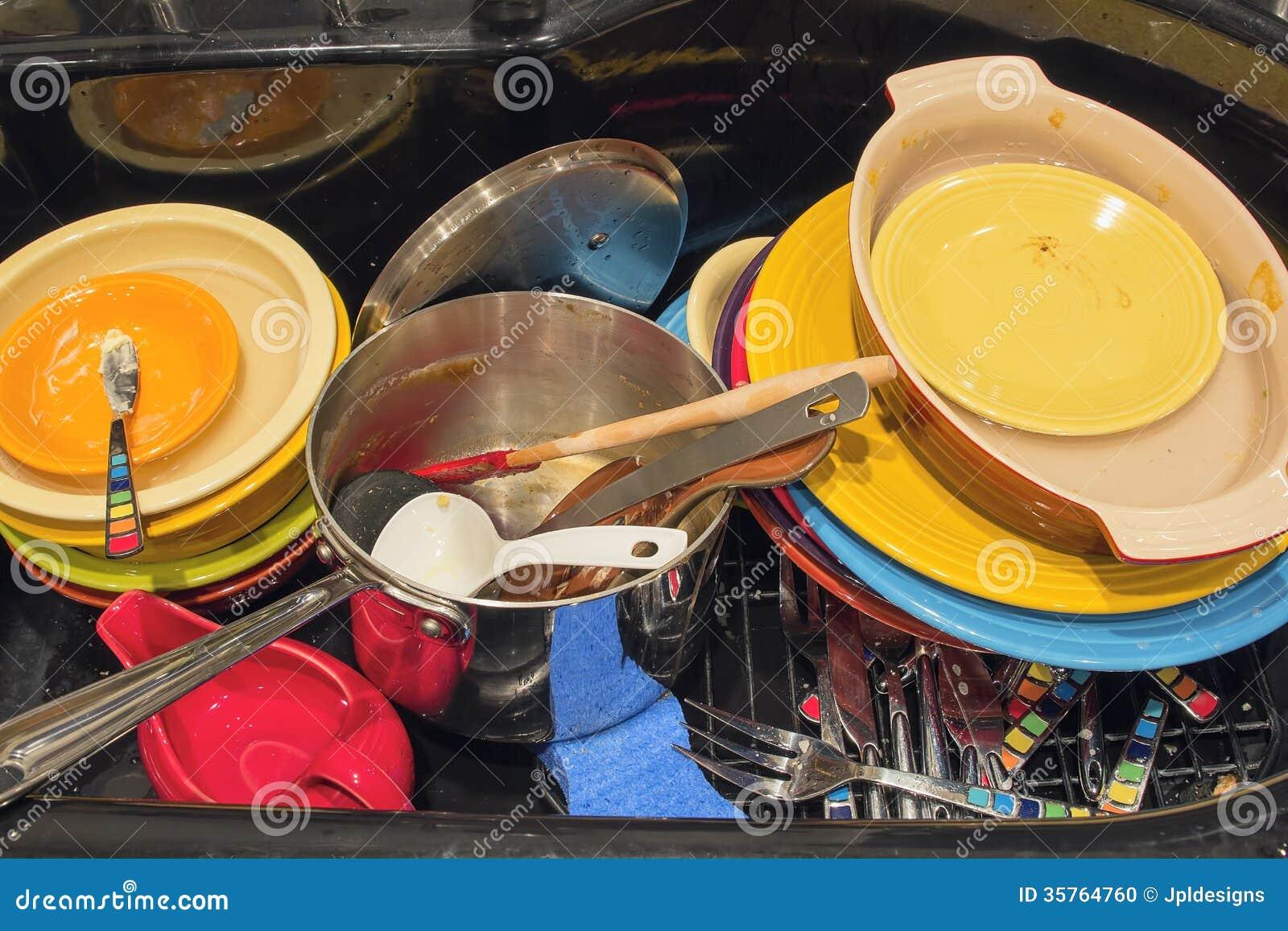 Vier de cuisine avec les ustensiles et le pot sales de - Pot ustensiles cuisine ...