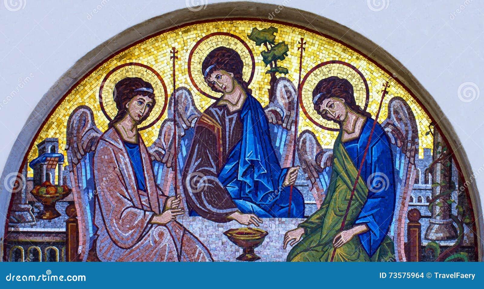 Ícone do mosaico da trindade santamente na igreja ortodoxa, Budva, Montenegr