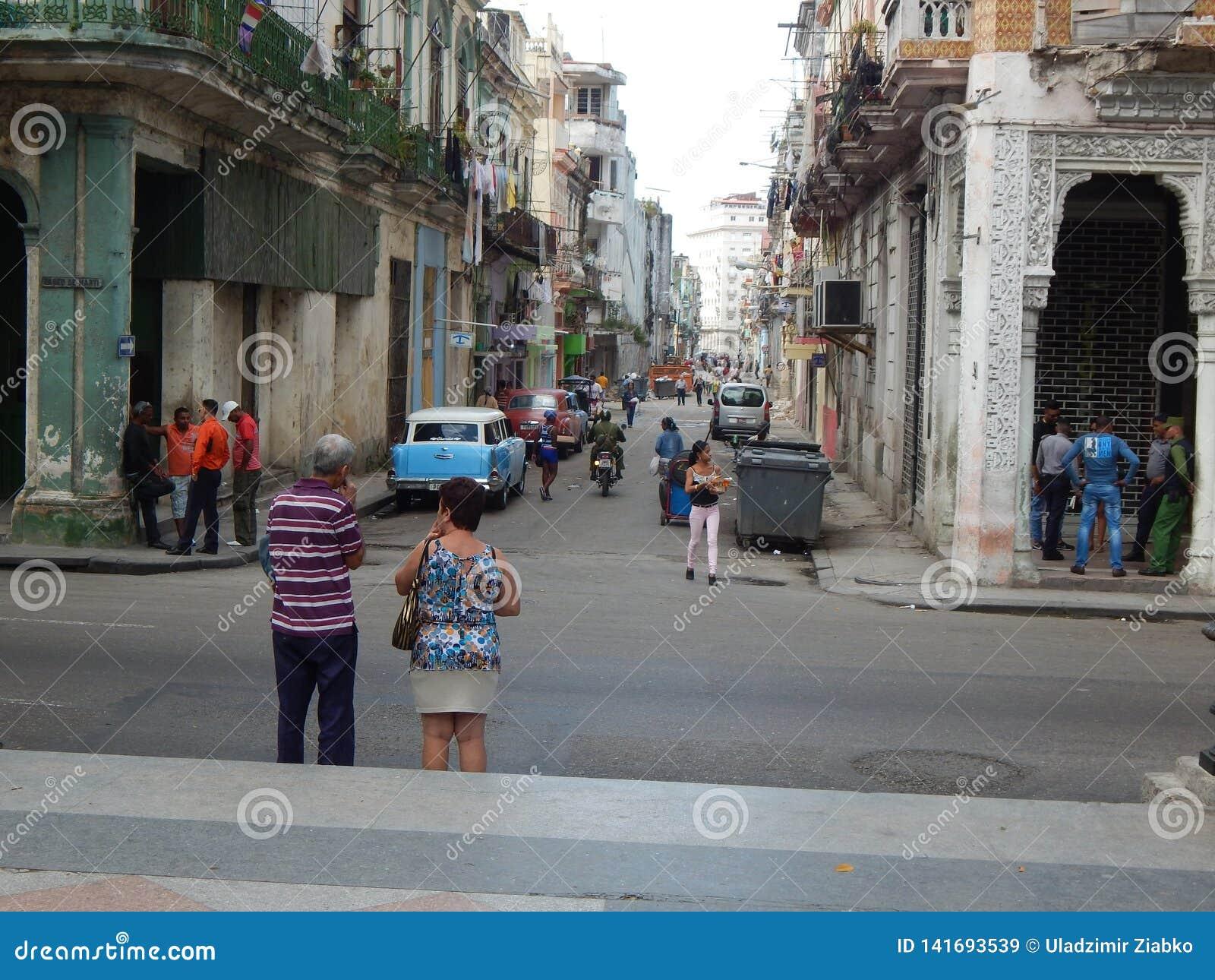 Άνθρωποι στην οδό της Αβάνας Κούβα Το Φεβρουάριο του 2015