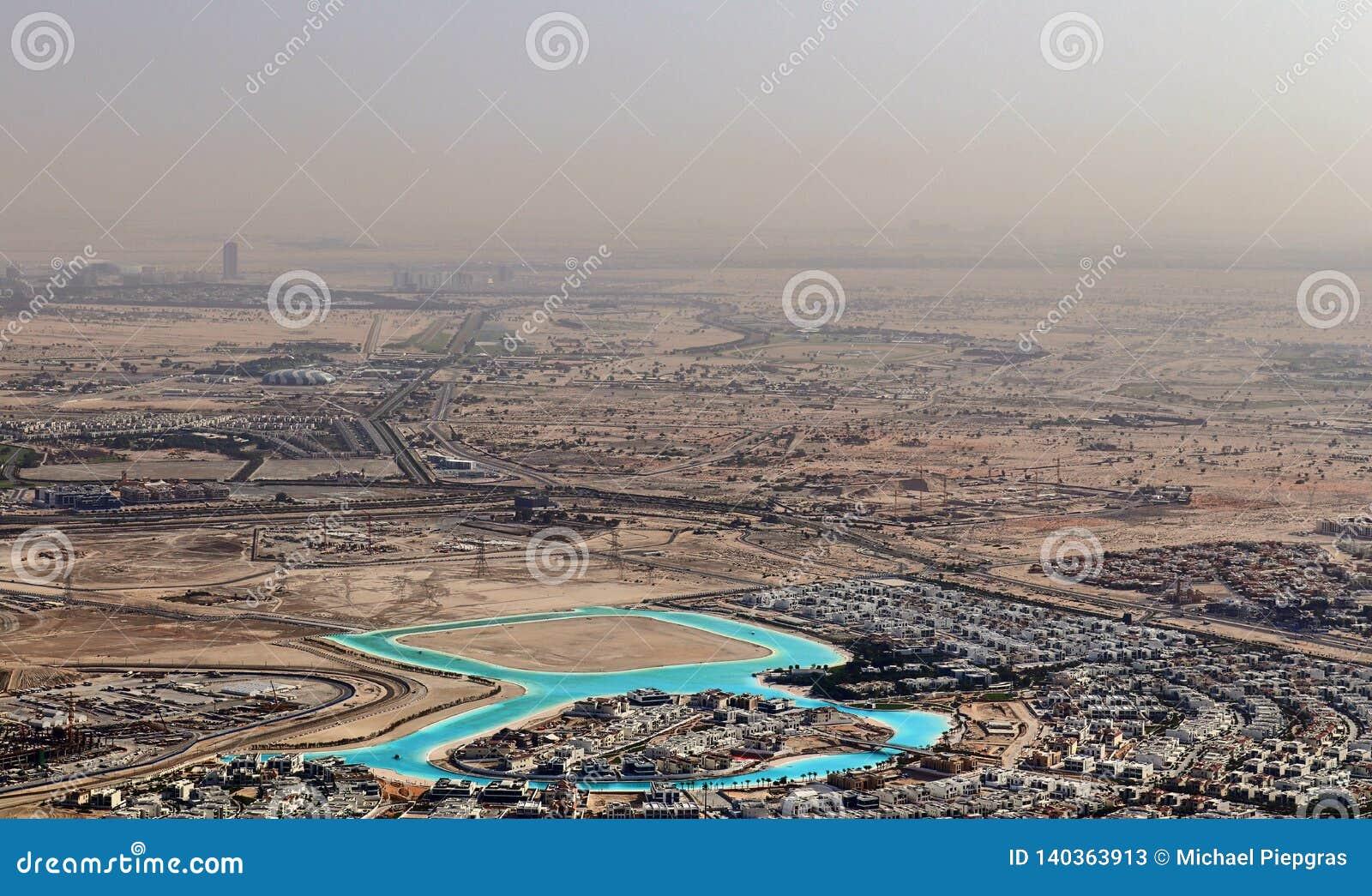 Άποψη στεγών σχετικά με το Ντουμπάι από το 154ο πάτωμα του Burj Khalifa