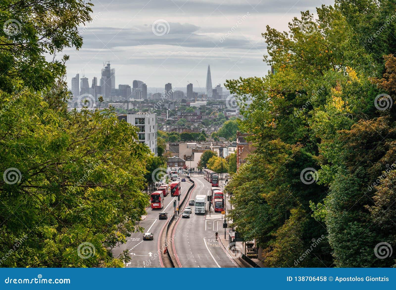 Άποψη του Λονδίνου από από τη γέφυρα παρόδων Hornsey αψίδων