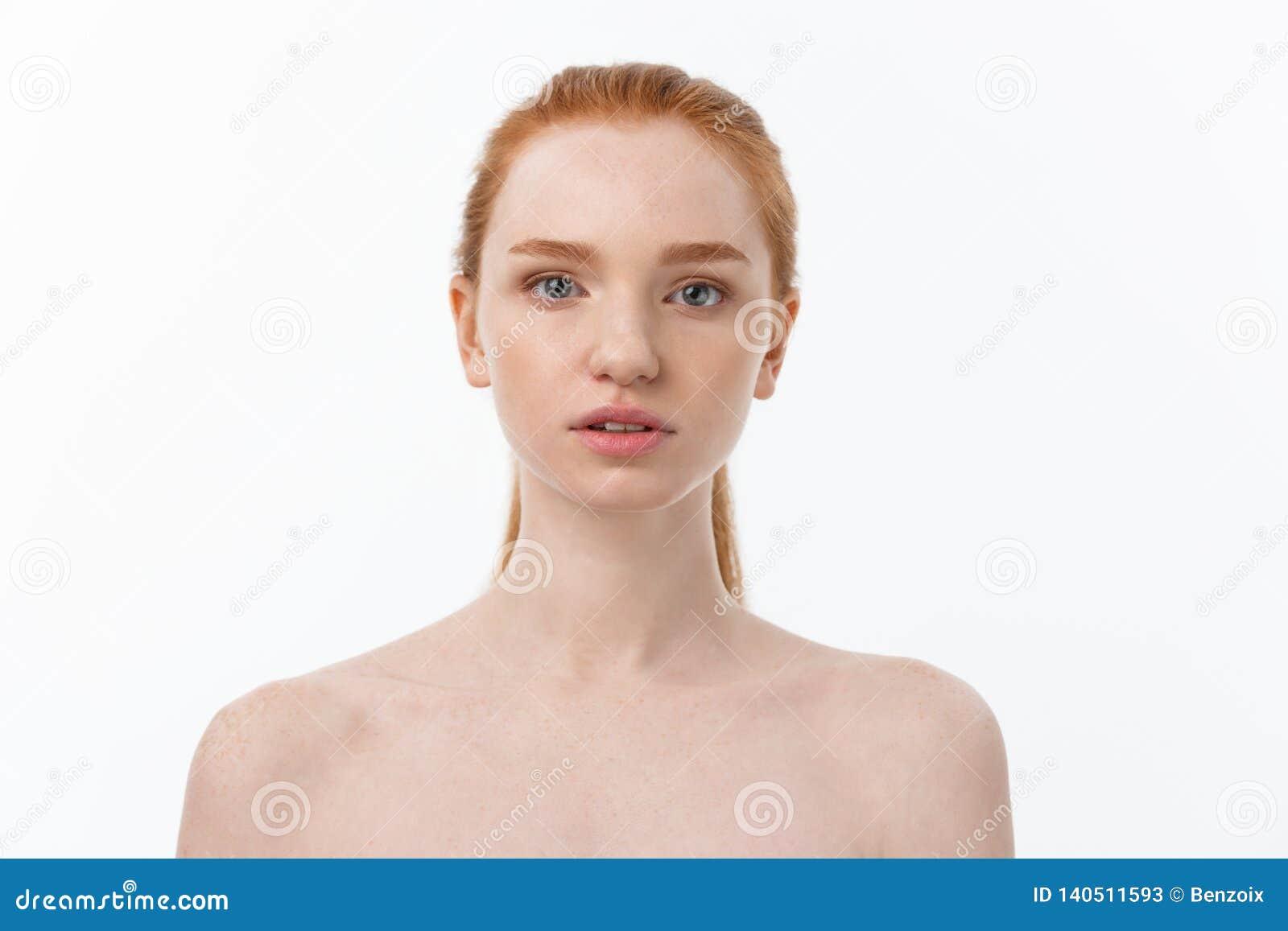 αναδρομική γυναίκα ΧΧ αναθεώρησης s αιώνα ομορφιάς 20 Όμορφο νέο θηλυκό σχετικά με το δέρμα της Πορτρέτο που απομονώνεται στο άσπ