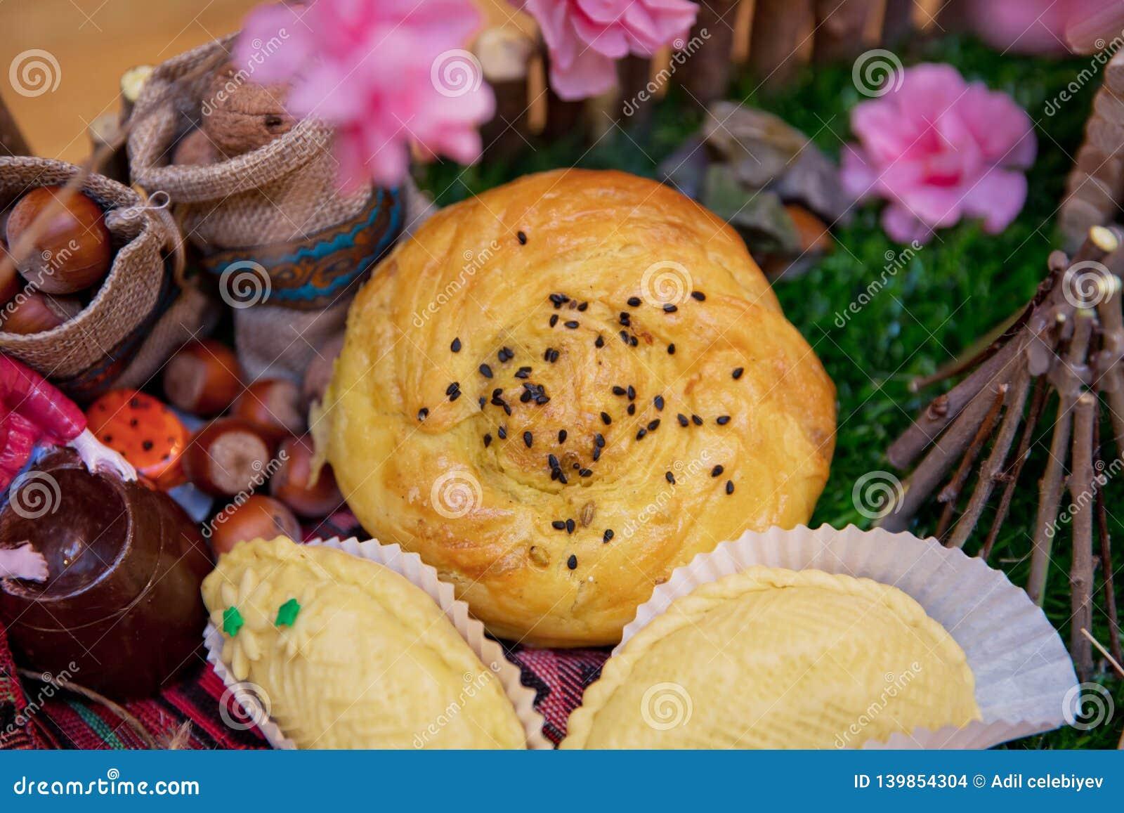 αναπτυγμένος Shorgogal Εθνική ζύμη του Αζερμπαϊτζάν, Qogal Φρέσκες ζύμες Gogal, γλυκιά πλήρωση Εκλεκτική εστίαση