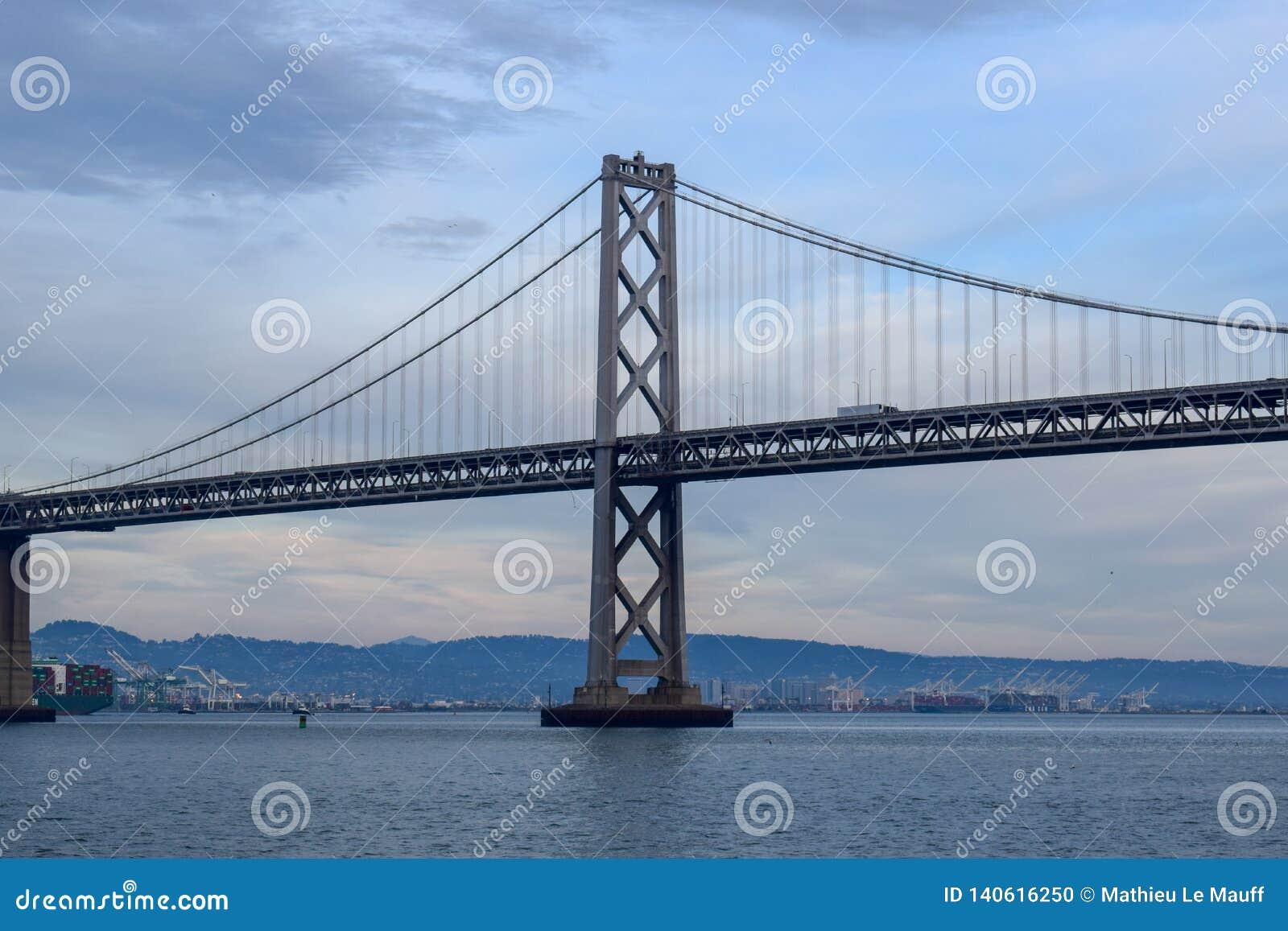 Γέφυρα κόλπων στο Σαν Φρανσίσκο - πύργος
