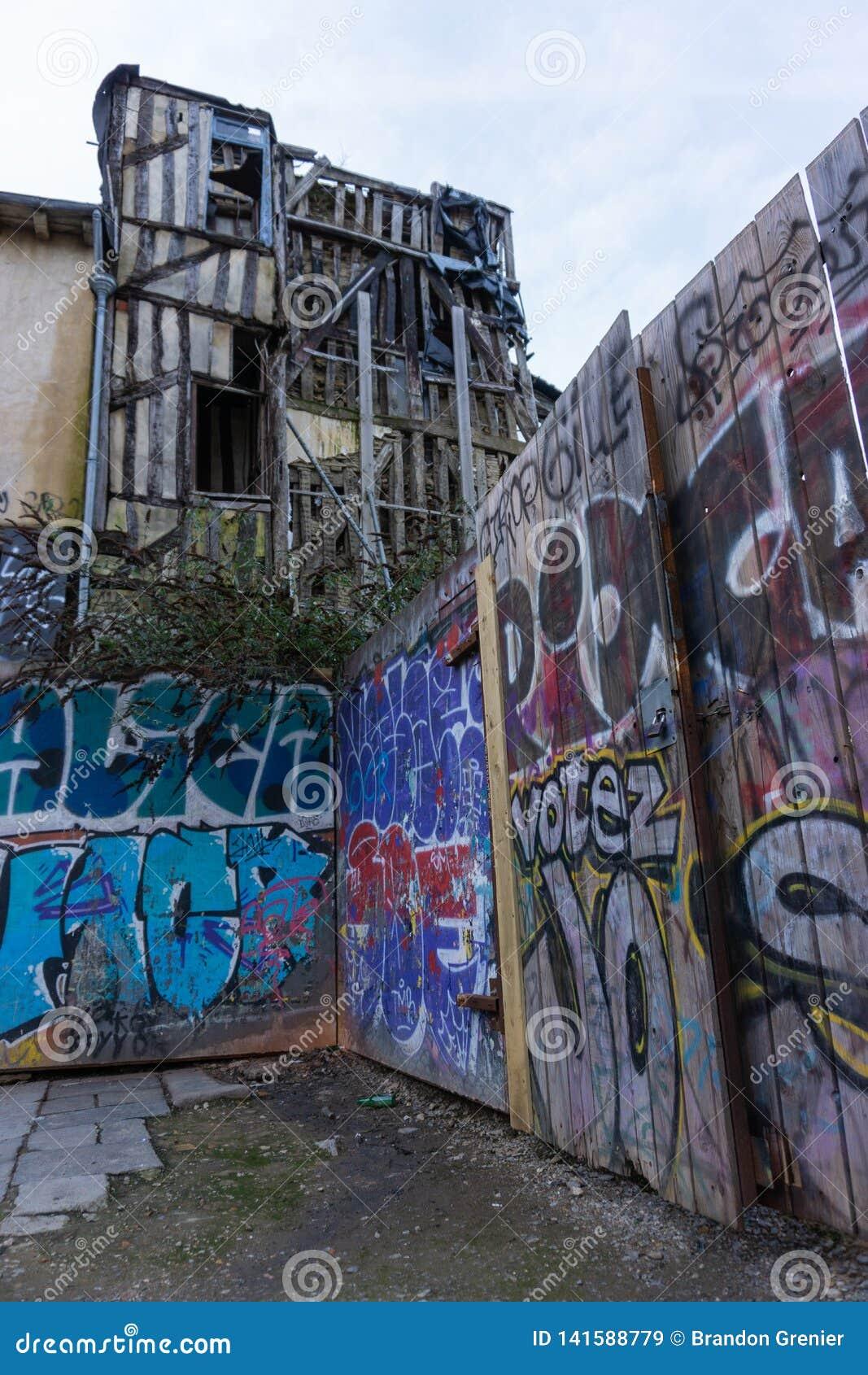 Γαλλικά γκράφιτι στην πόλη της Rennes οικοδόμησης