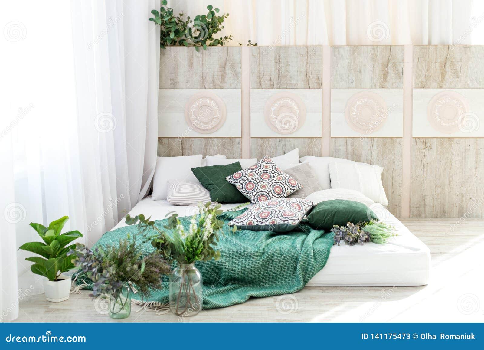 Εσωτερική κρεβατοκάμαρα με ένα κρεβάτι Σχέδιο έννοιας, ανακαίνιση, κατοικία, σπίτι