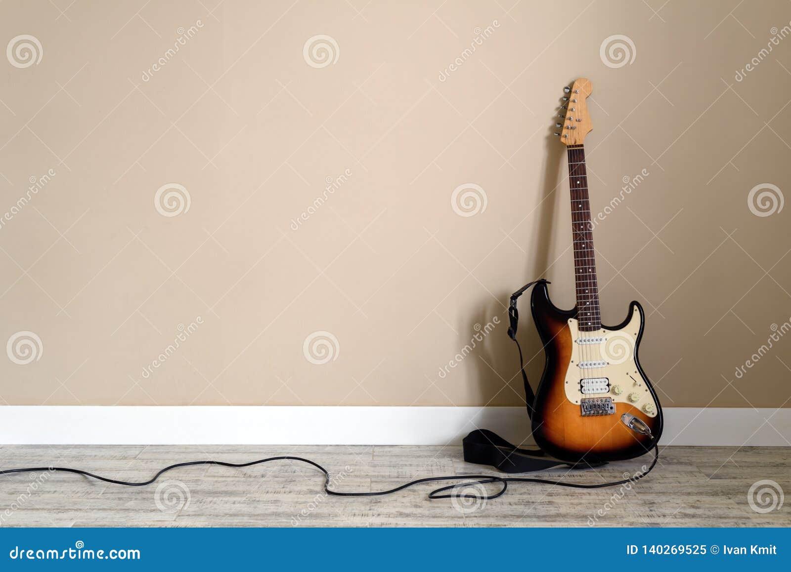 Ηλεκτρο κιθάρα με το καλώδιο