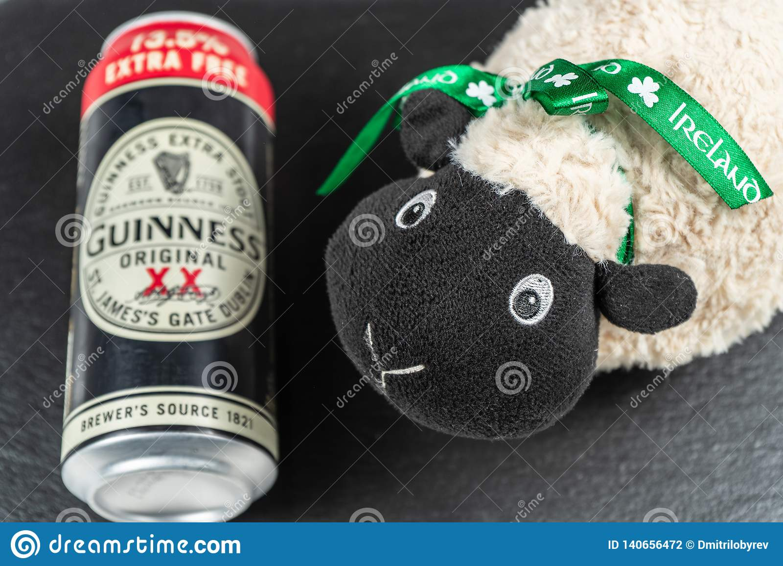 Ημέρα του ST Πάτρικ ` s Μια πίντα Guiness και των ιρλανδικών προβάτων