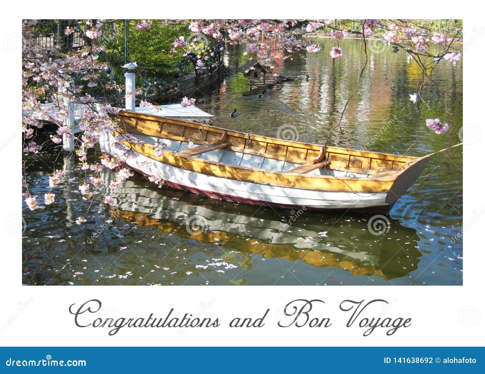 Η κάρτα με μια όμορφη άποψη μιας ξύλινης βάρκας στην Κοπεγχάγη στη Δανία που περιβάλλεται θαλασσίως †‹â€ ‹ανθίζει σε μια μικρή