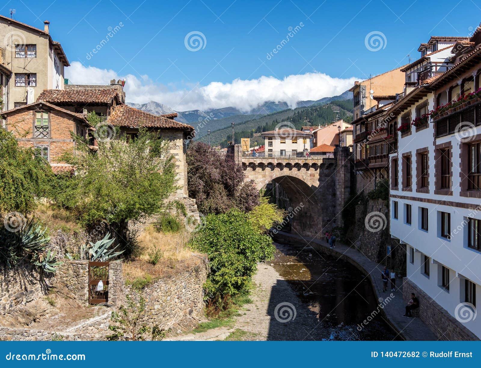 Η μικρή πόλη Potes Cantabria, Ισπανία
