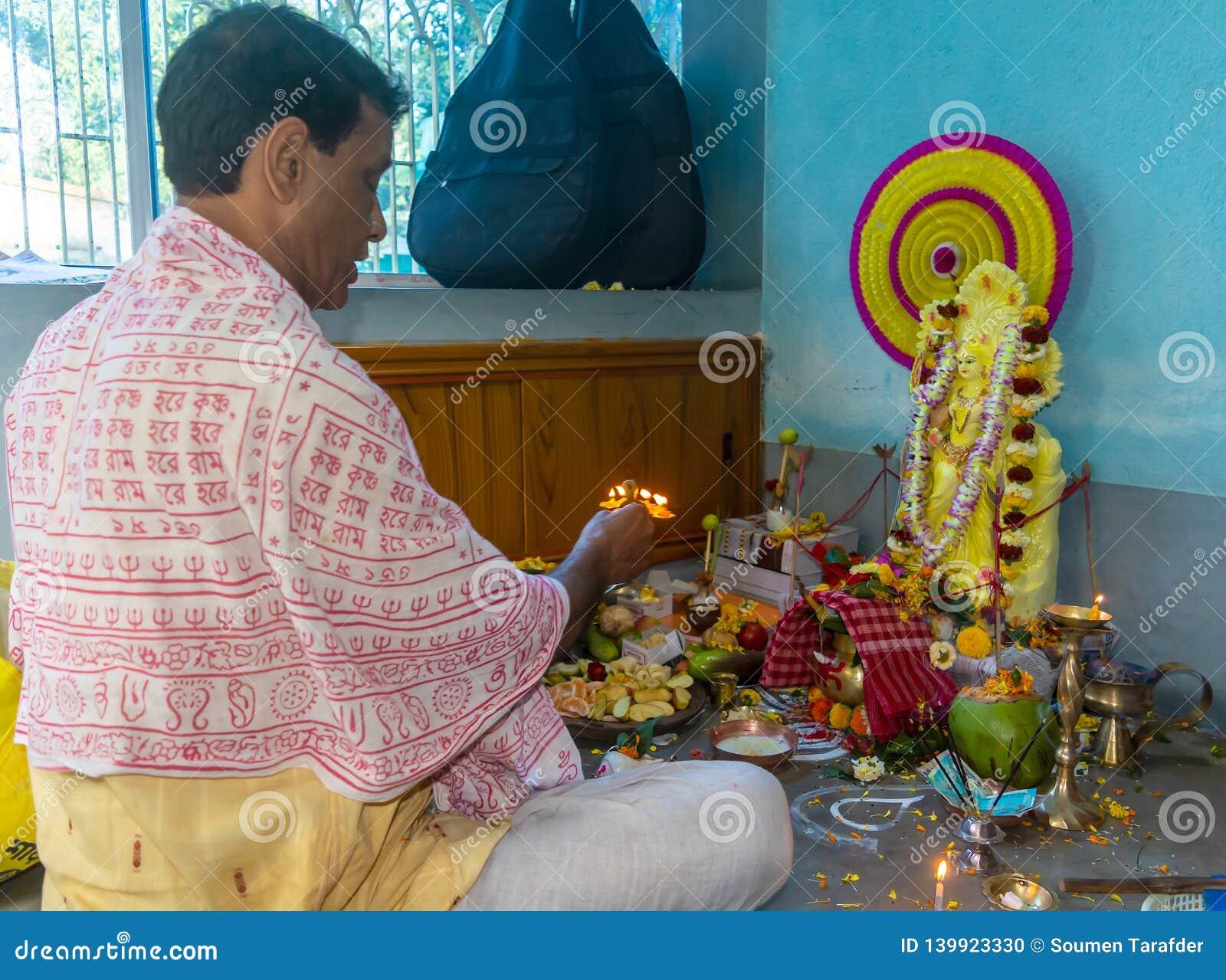 Ινδικό ινδό saraswati θεών ιερέων Brahmin