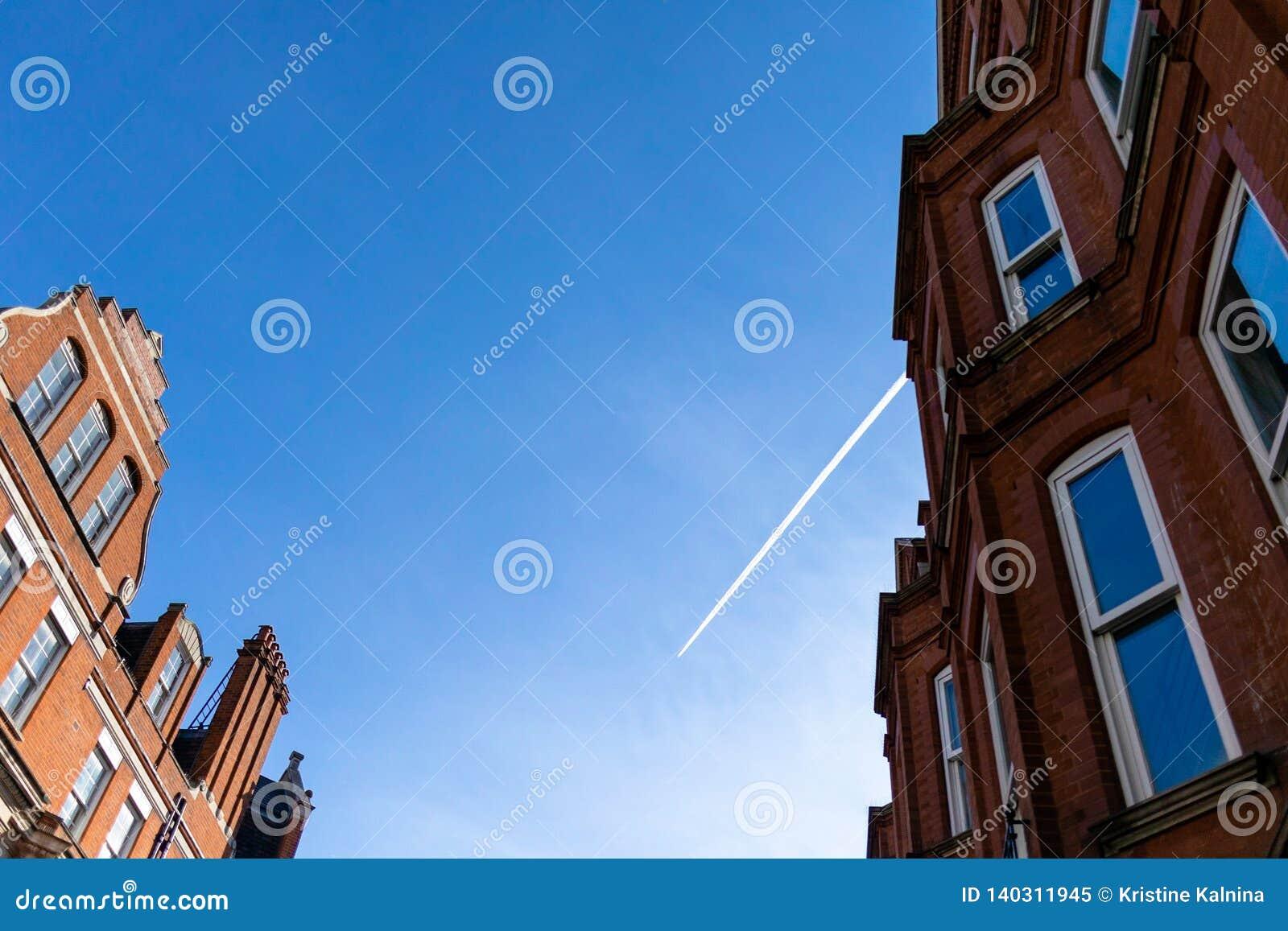 Ιστορικοί κτήριο και ουρανός