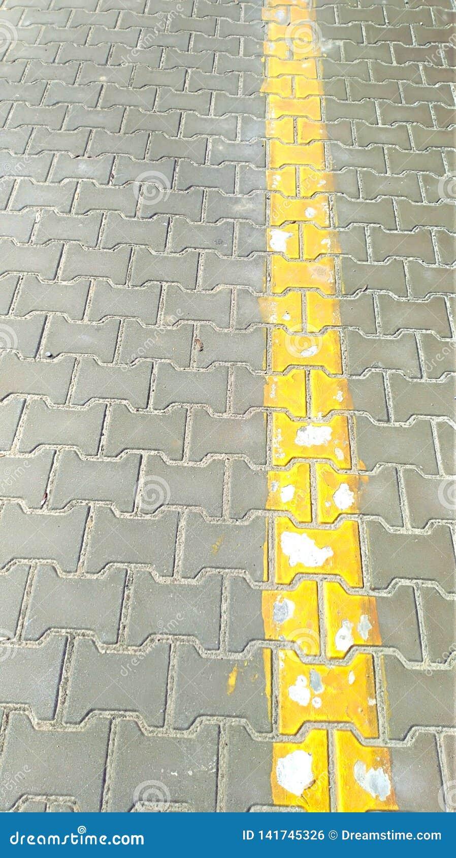 Κίτρινη γραμμή στην οδό